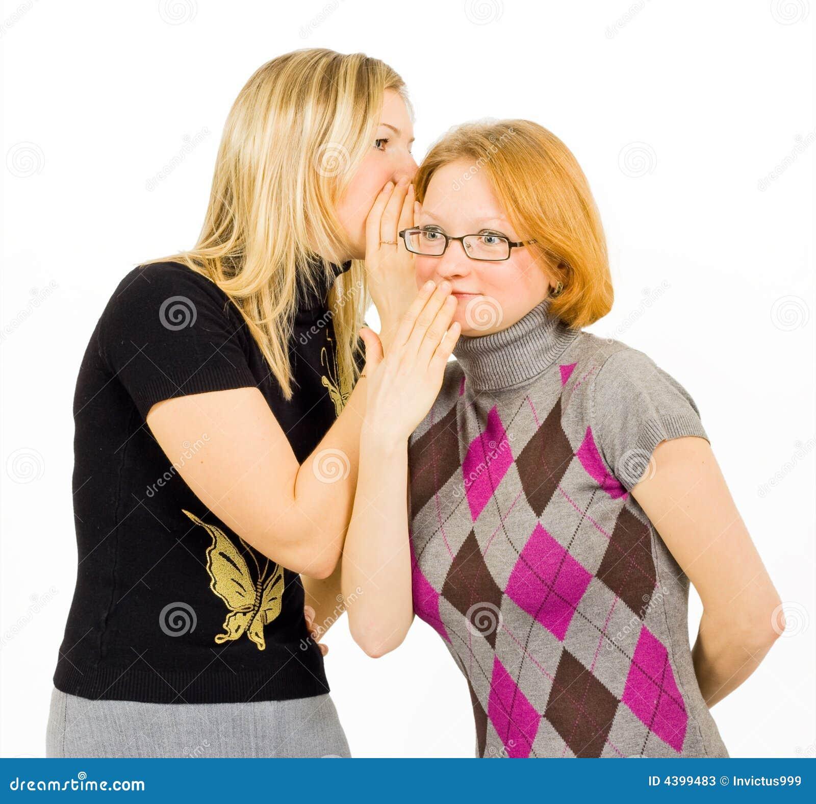 τα κορίτσια κουτσομπολεύουν