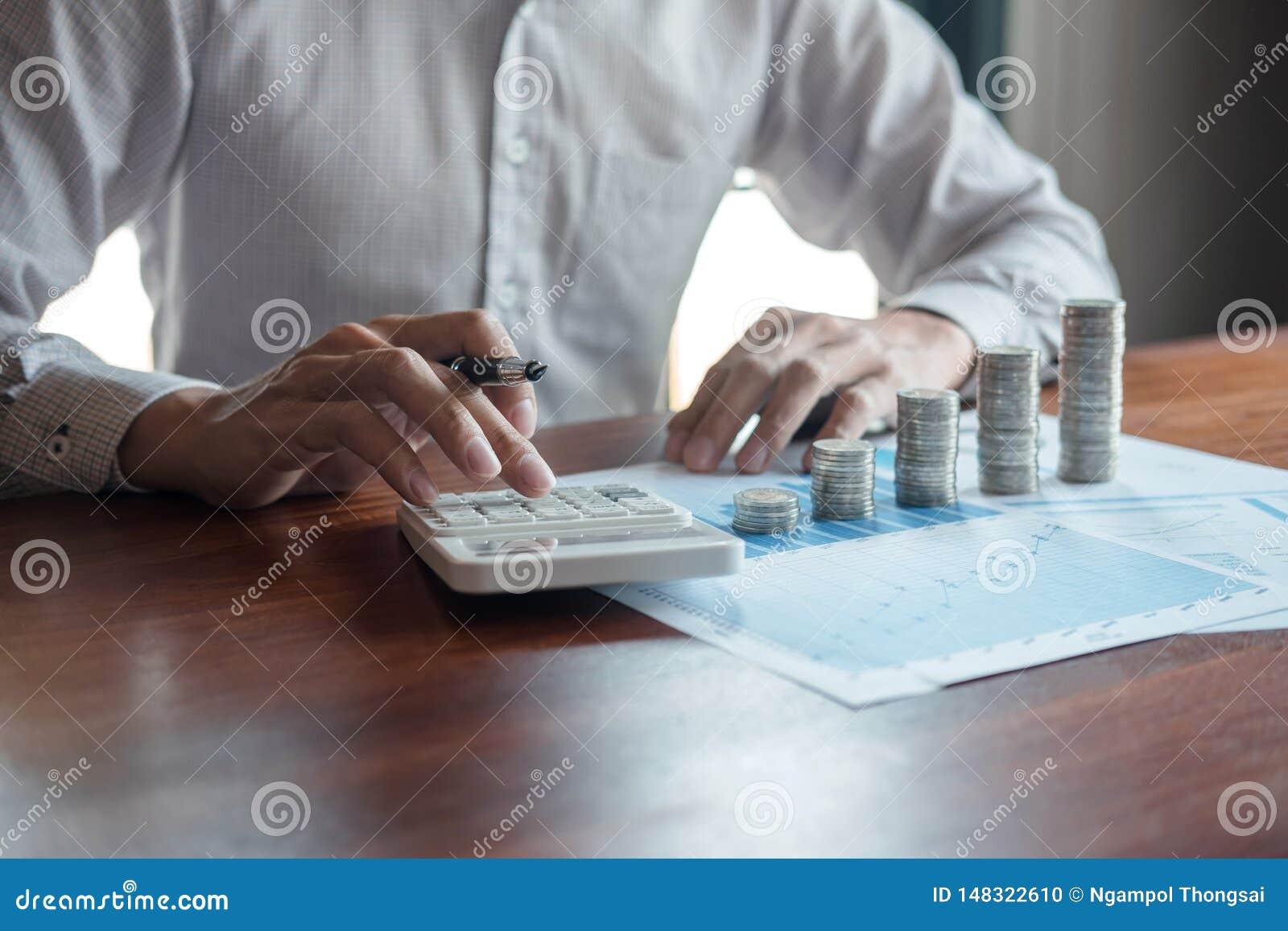 Τα μετρώντας χρήματα λογιστών επιχειρηματιών και η παραγωγή των σημειώσεων στην έκθεση που κάνει τους πόρους χρηματοδότησης και υ