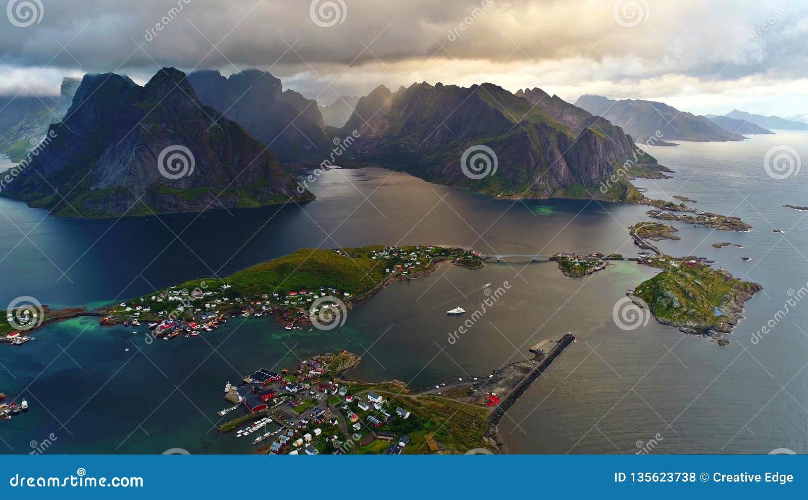 Τα νησιά Lofoten είναι ένα αρχιπέλαγος στο νομό Nordland, Νορβηγία