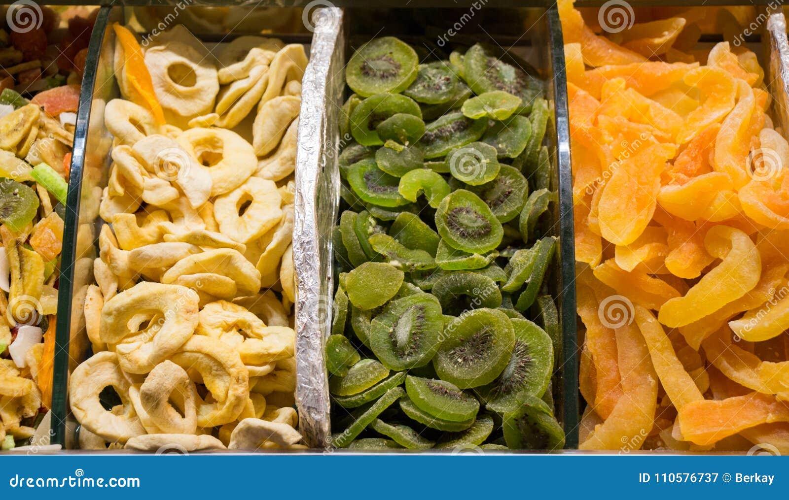 Τα ξηρά φρούτα πωλούν στην αγορά
