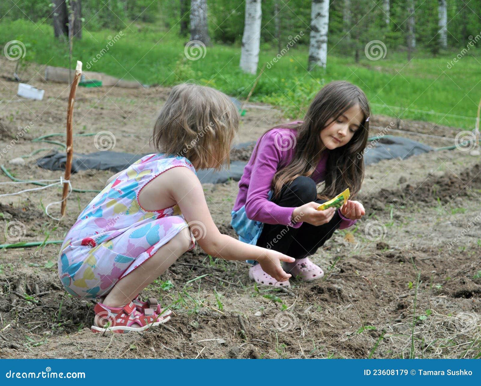 τα παιδιά καλλιεργούν