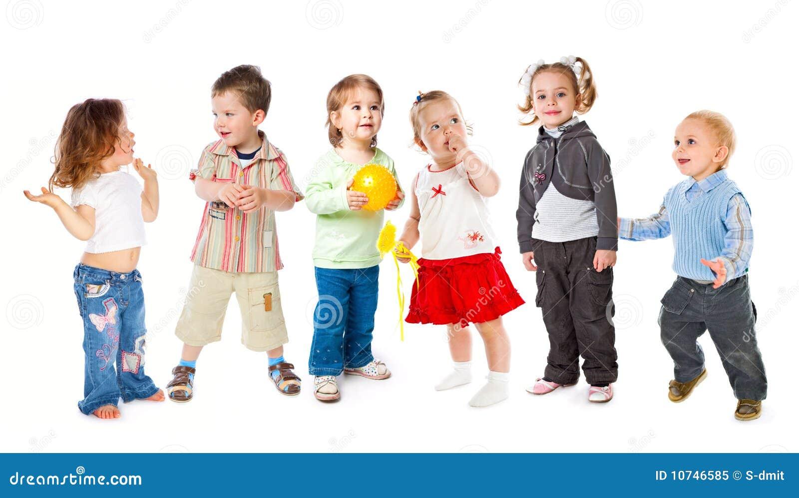 τα παιδιά ομαδοποιούν λίγ