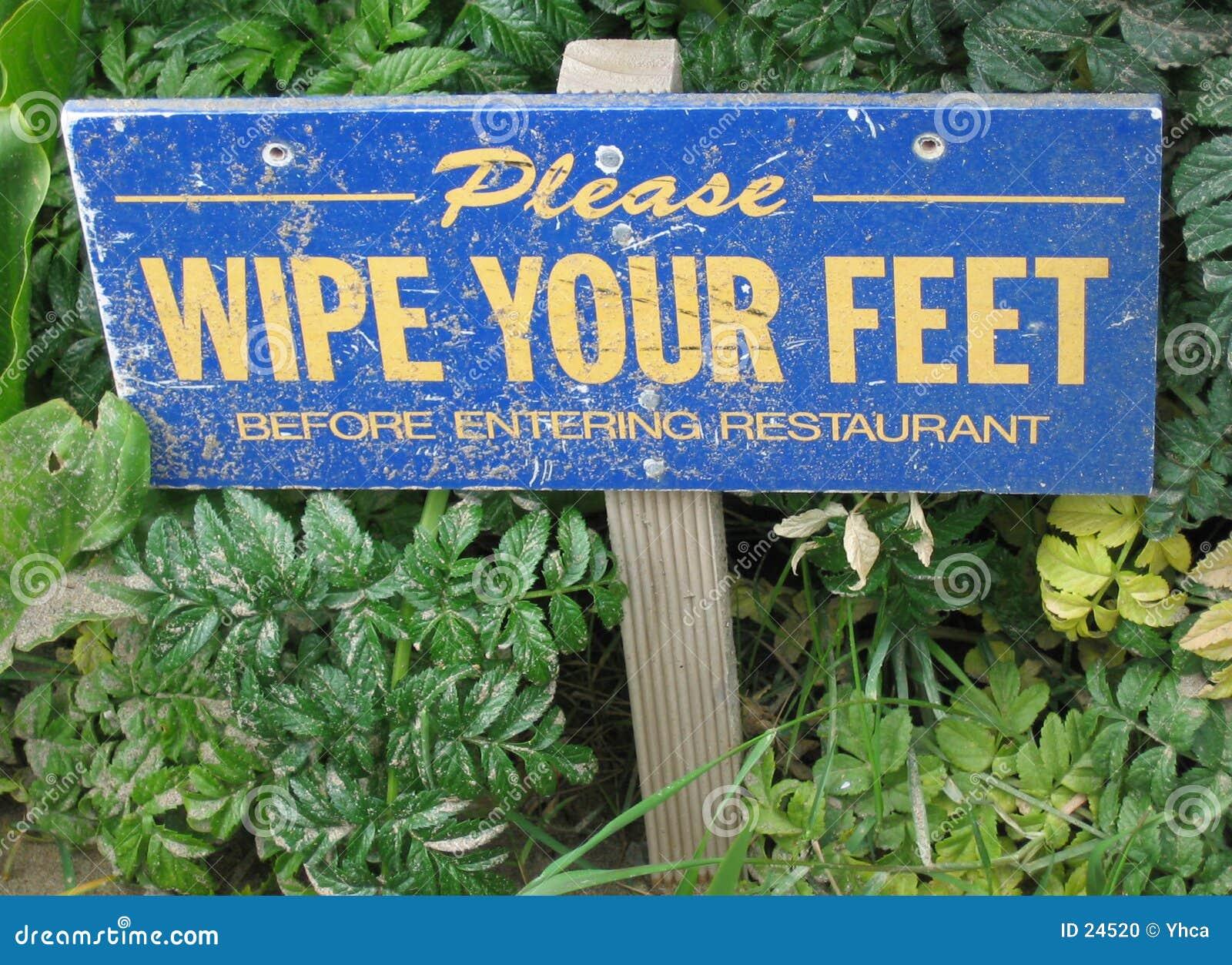 τα πόδια σημαδιών σκουπίζ&omicr