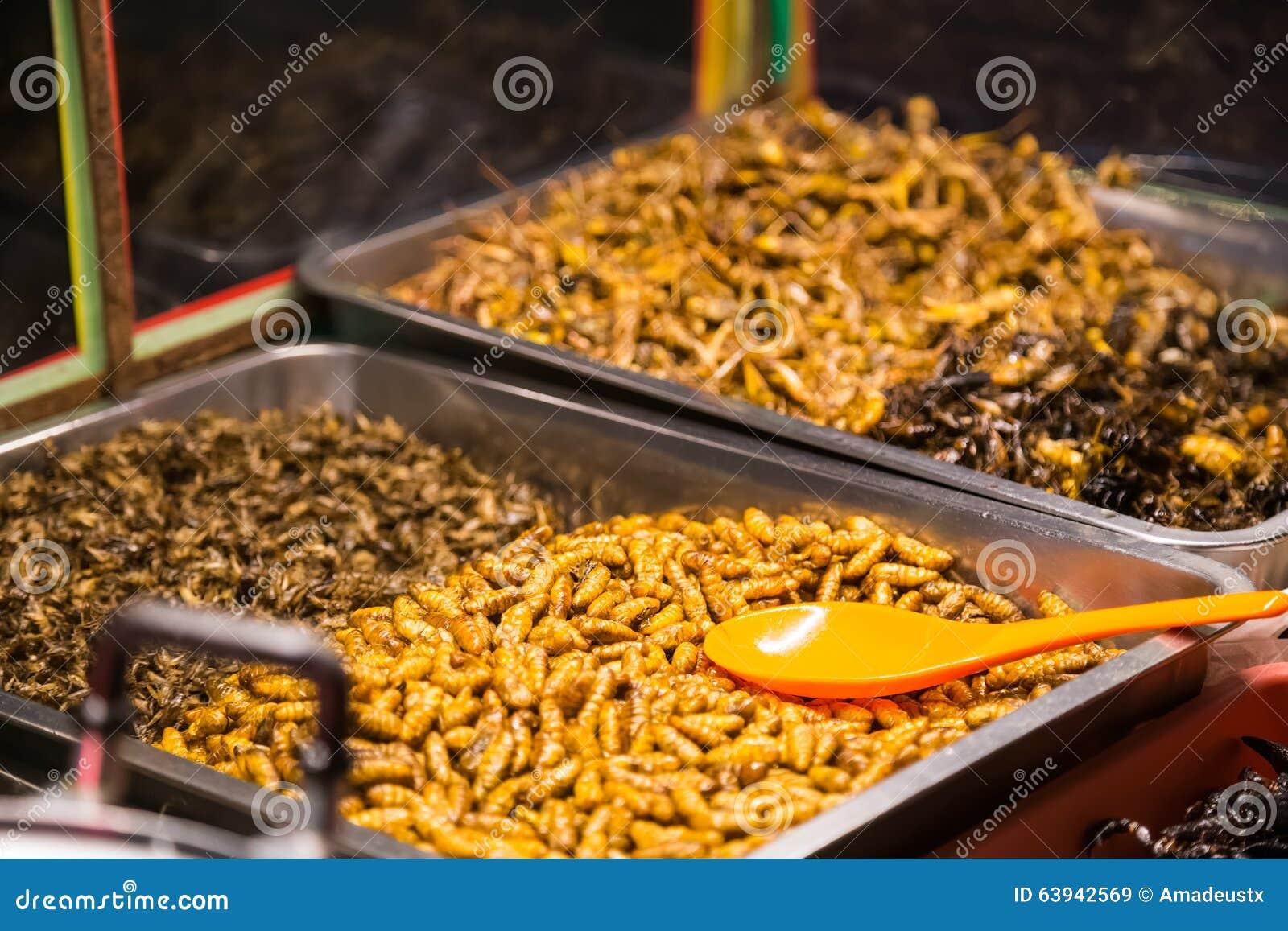 Τα τηγανισμένα έντομα όπως τα ζωύφια, grasshoppers, τις προνύμφες, τις κάμπιες και τους σκορπιούς πωλούνται ως τρόφιμα
