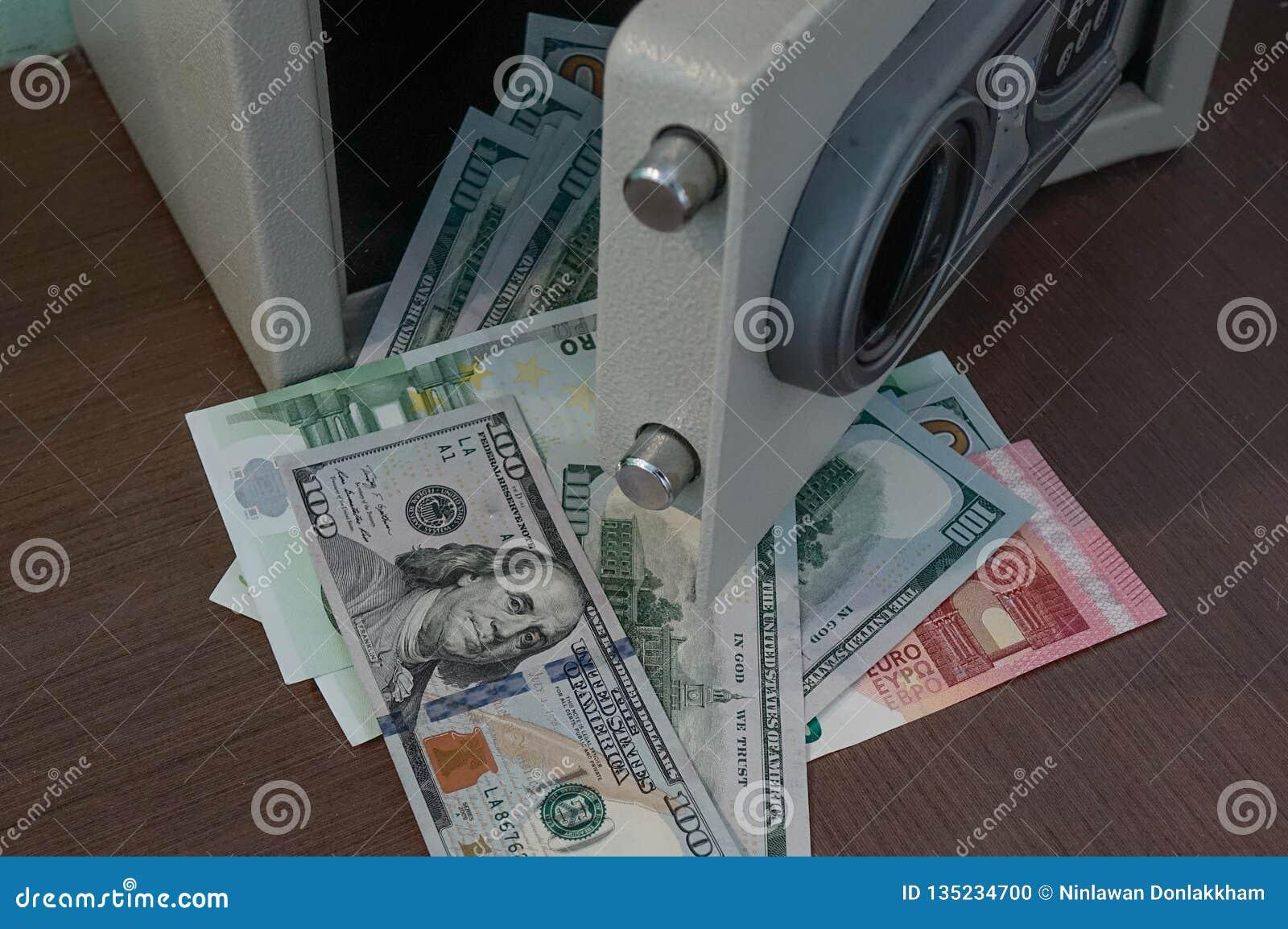 Τα τραπεζογραμμάτια ξεκλειδώνουν το ασφαλές κιβώτιο κατάθεσης