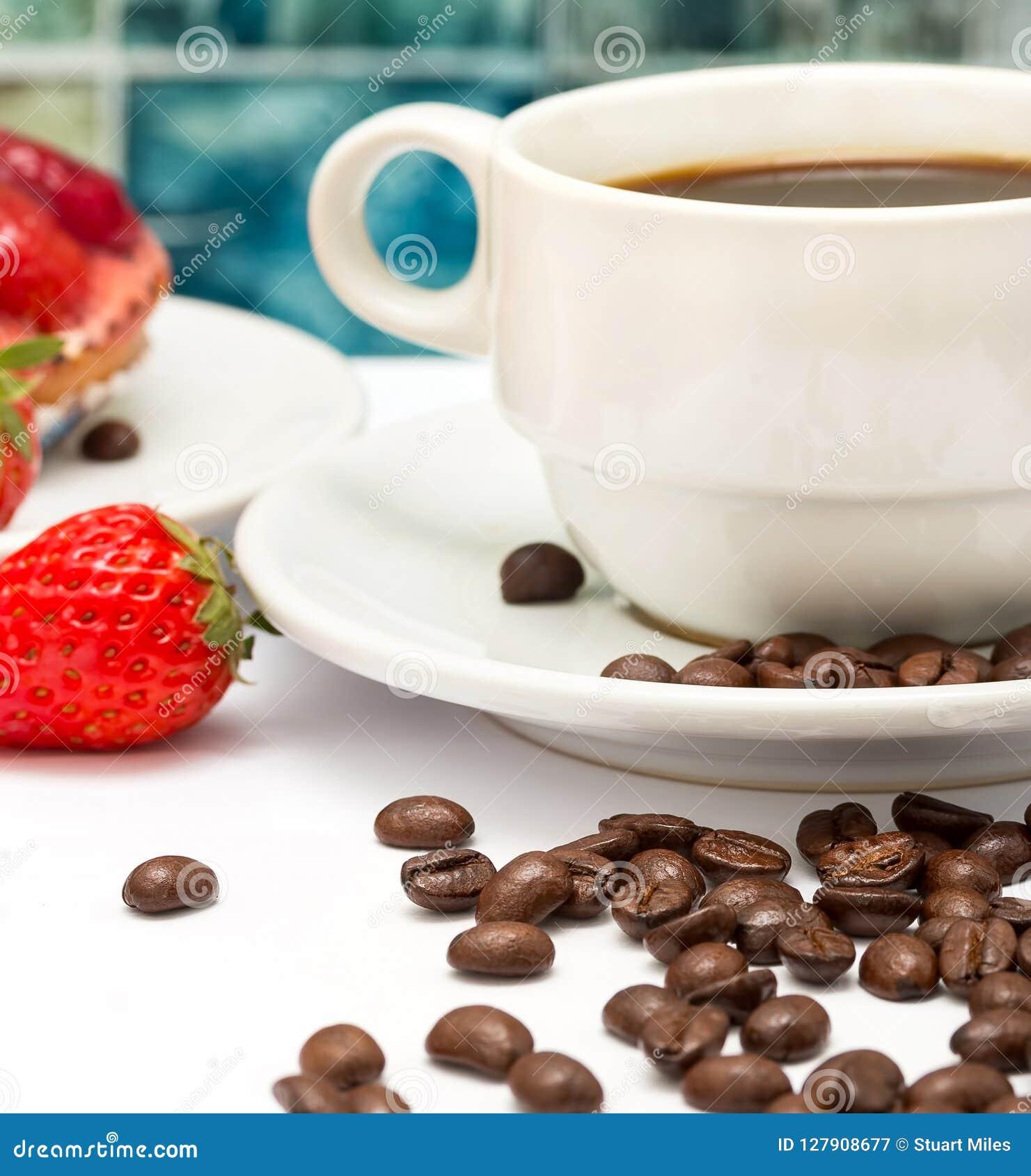 Τα φασόλια καφέ φρέσκα αντιπροσωπεύουν το ζεστά ποτό και Decaf