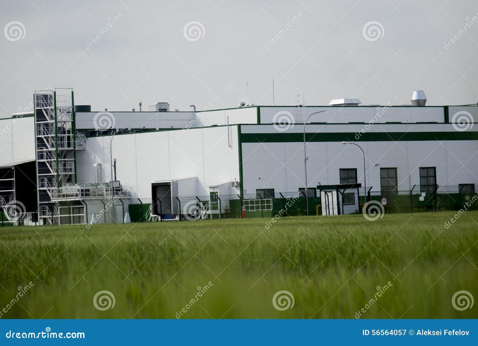 Download τα χρώματα κτηρίων αντιπαραβάλλουν υψηλό βιομηχανικό Στοκ Εικόνα - εικόνα από βιομηχανικός, άσπρος: 56564057