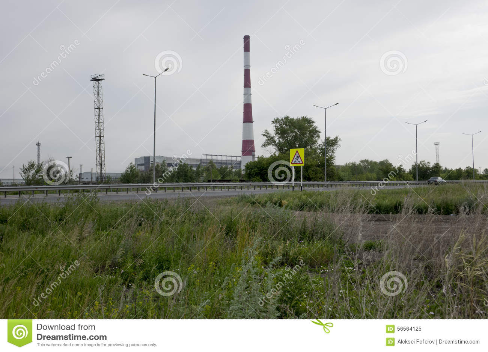 Download τα χρώματα κτηρίων αντιπαραβάλλουν υψηλό βιομηχανικό Στοκ Εικόνα - εικόνα από αγωγοί, ενότητες: 56564125