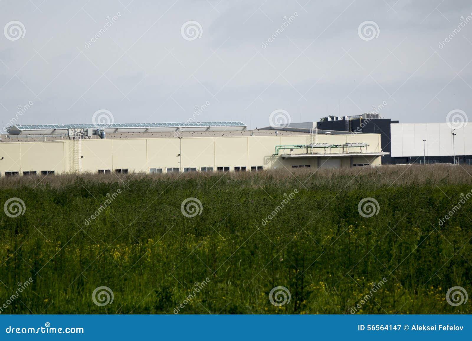 Download τα χρώματα κτηρίων αντιπαραβάλλουν υψηλό βιομηχανικό Στοκ Εικόνα - εικόνα από σκάλες, πύργος: 56564147