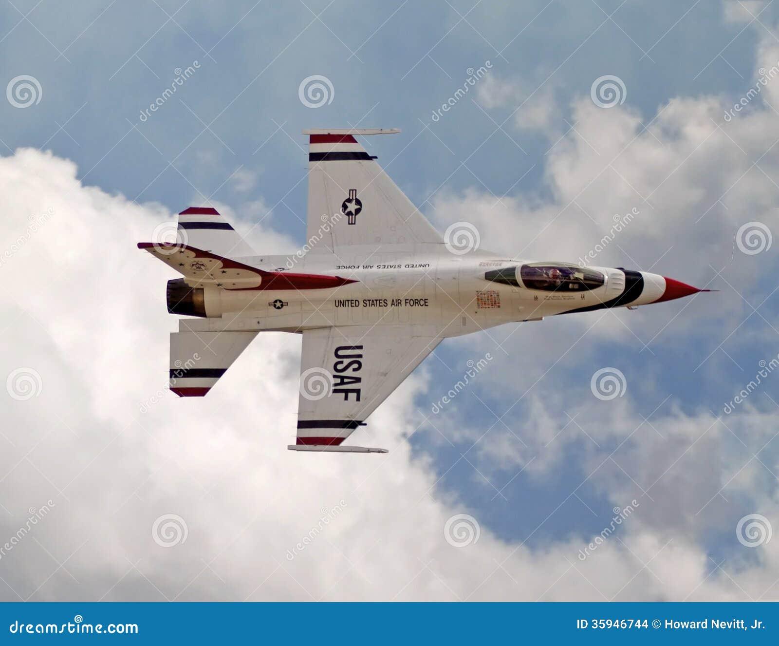 Τα USAF Thunderbird στον αέρα παρουσιάζουν