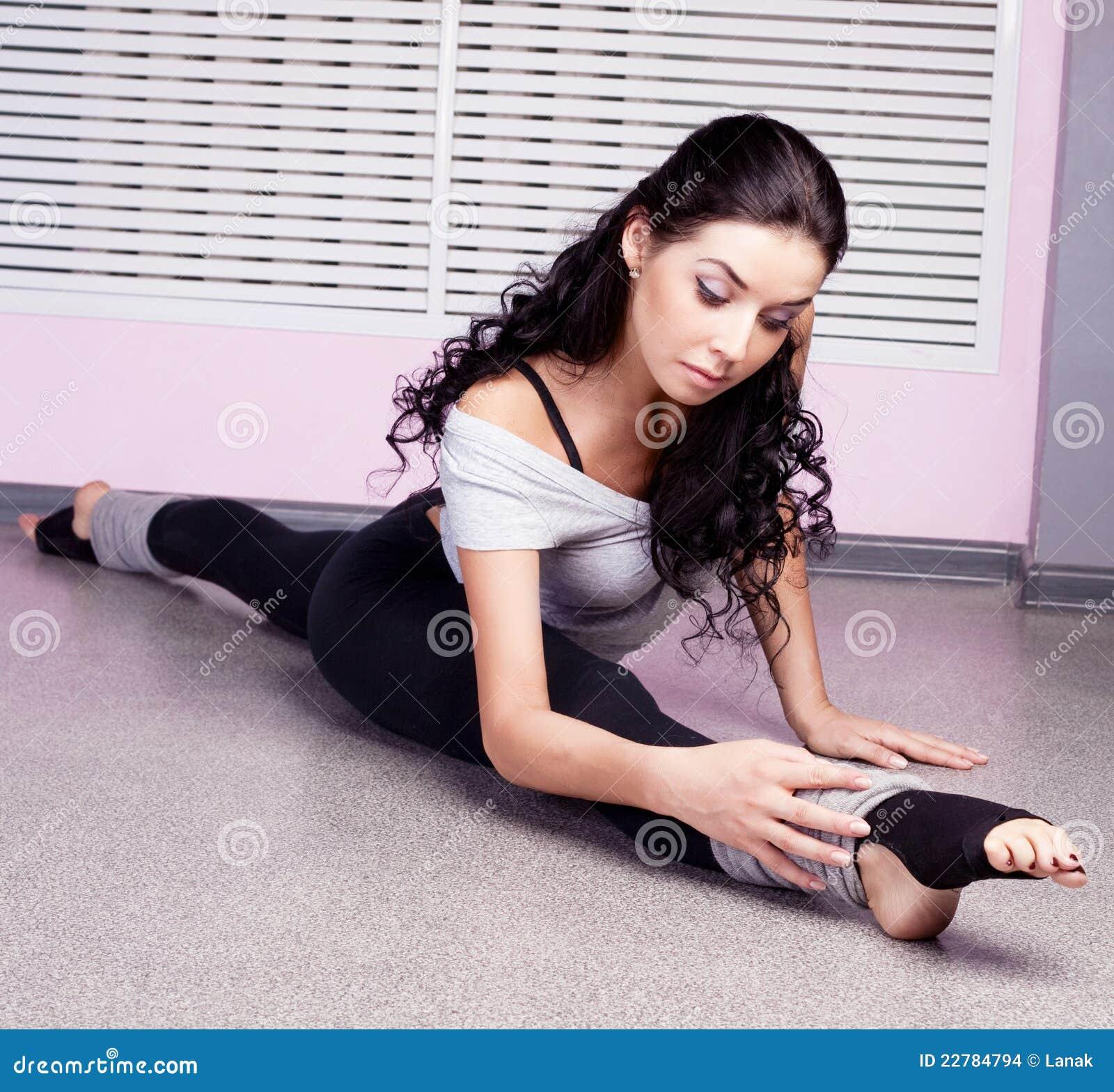 τεντώνοντας γυναίκα