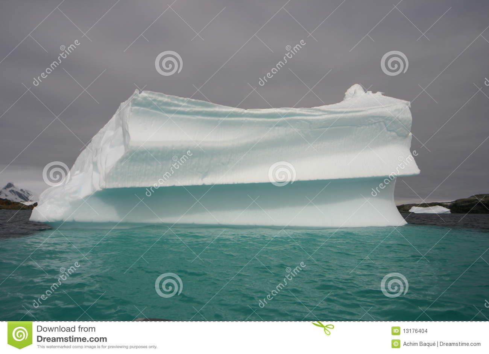 τεράστιο παγόβουνο
