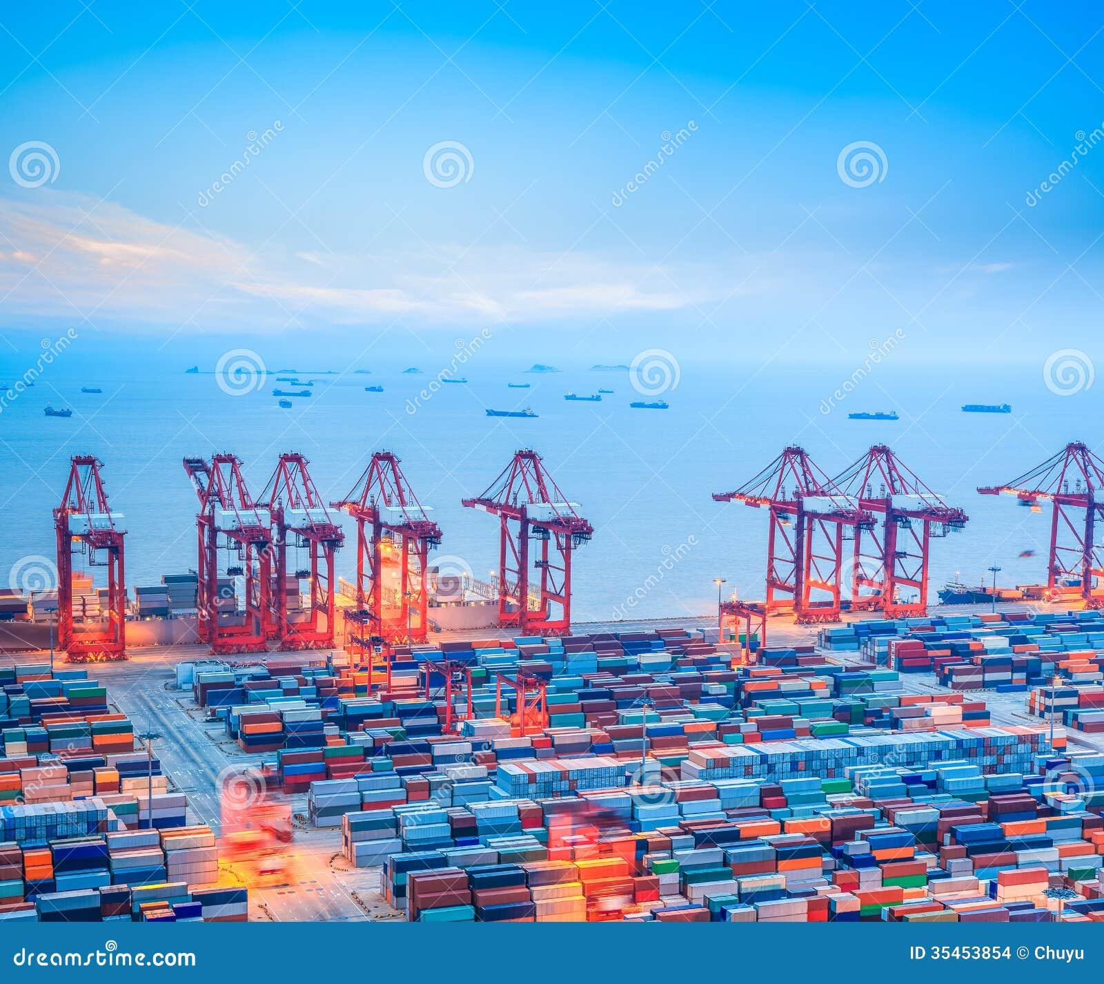 Τερματικό εμπορευματοκιβωτίων της Σαγκάη στο σούρουπο
