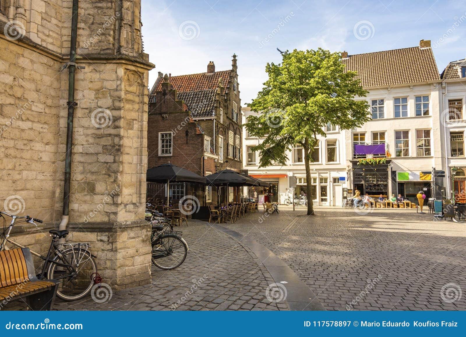 Τετράγωνο δίπλα στη μεγάλη εκκλησία της πόλης της Μπρέντας Κάτω Χώρες Κάτω Χώρες