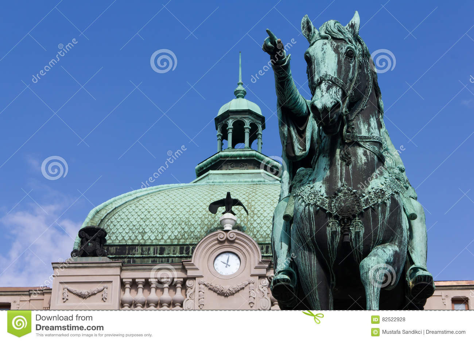 Τετράγωνο Δημοκρατίας, μνημείο Mihailo πριγκήπων, Βελιγράδι