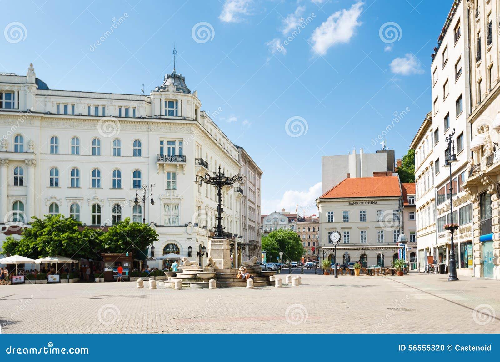 Download Τετράγωνο Vorosmarty, Βουδαπέστη Εκδοτική εικόνα - εικόνα από άνθρωποι, αρχιτεκτονικής: 56555320