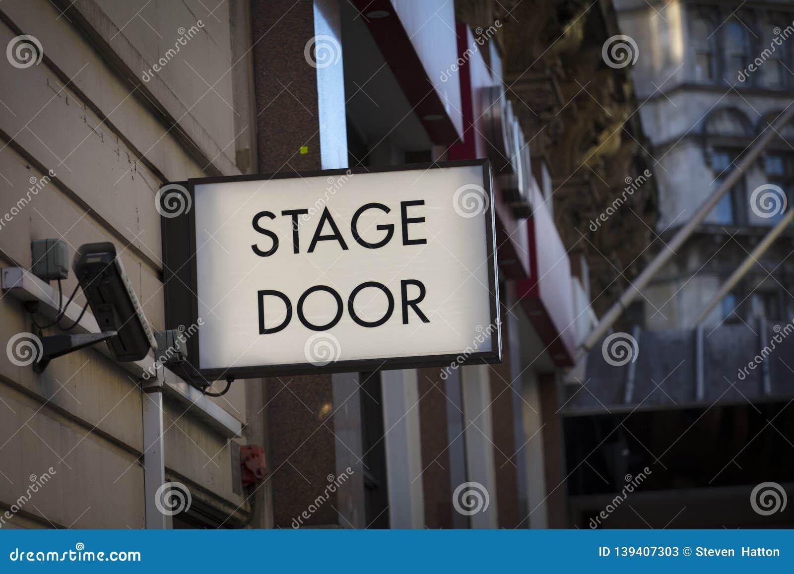 Τετραγωνική περιοχή Λέιτσεστερ, Λονδίνο, UK, στις 7 Φεβρουαρίου 2019, σημάδι σκηνικών πορτών σε Theatreland