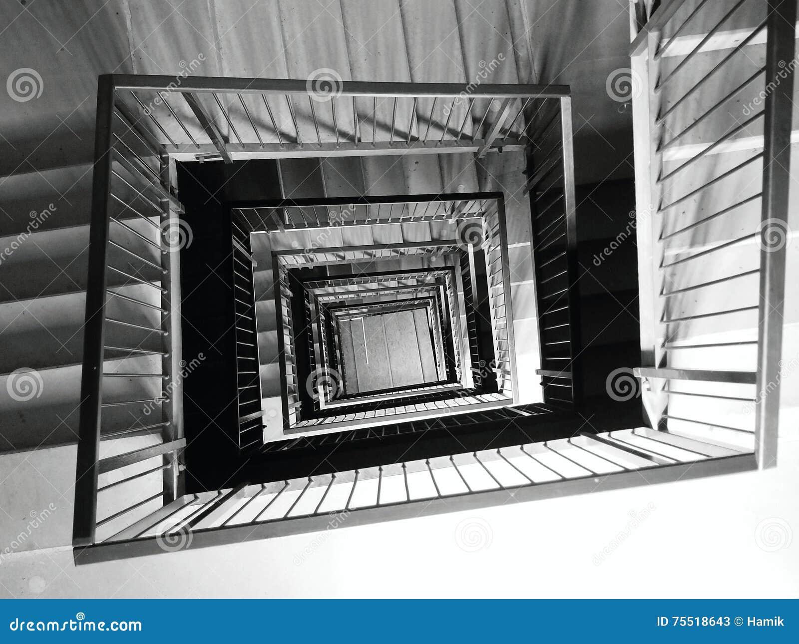 Τετραγωνική σκάλα