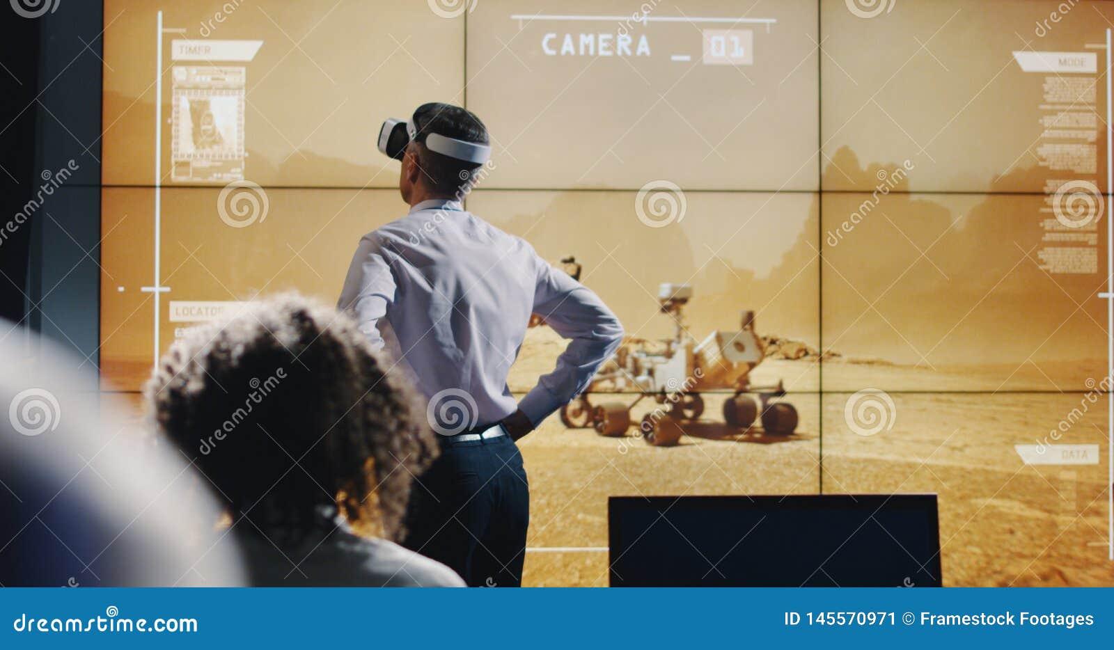 Τεχνικοί που χρησιμοποιούν την κάσκα VR