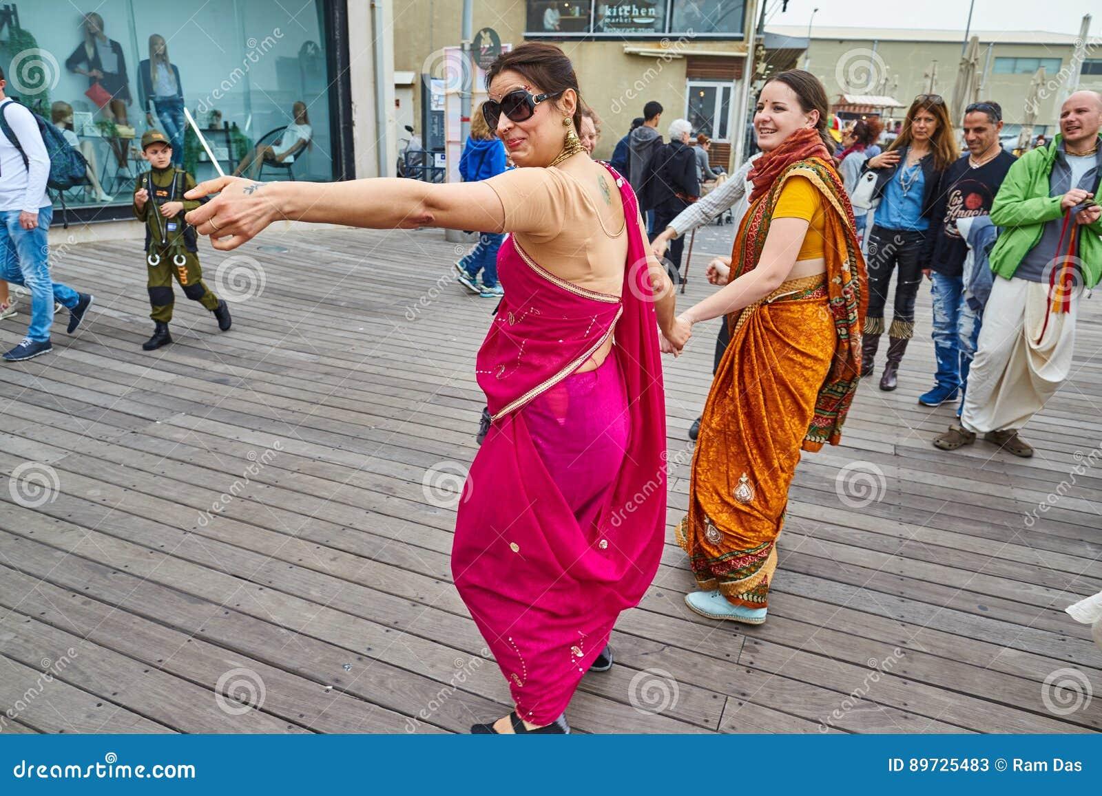 Τελ Αβίβ - 20 Φεβρουαρίου 2017: Θιασώτες Krishna λαγών που γιορτάζουν το δ