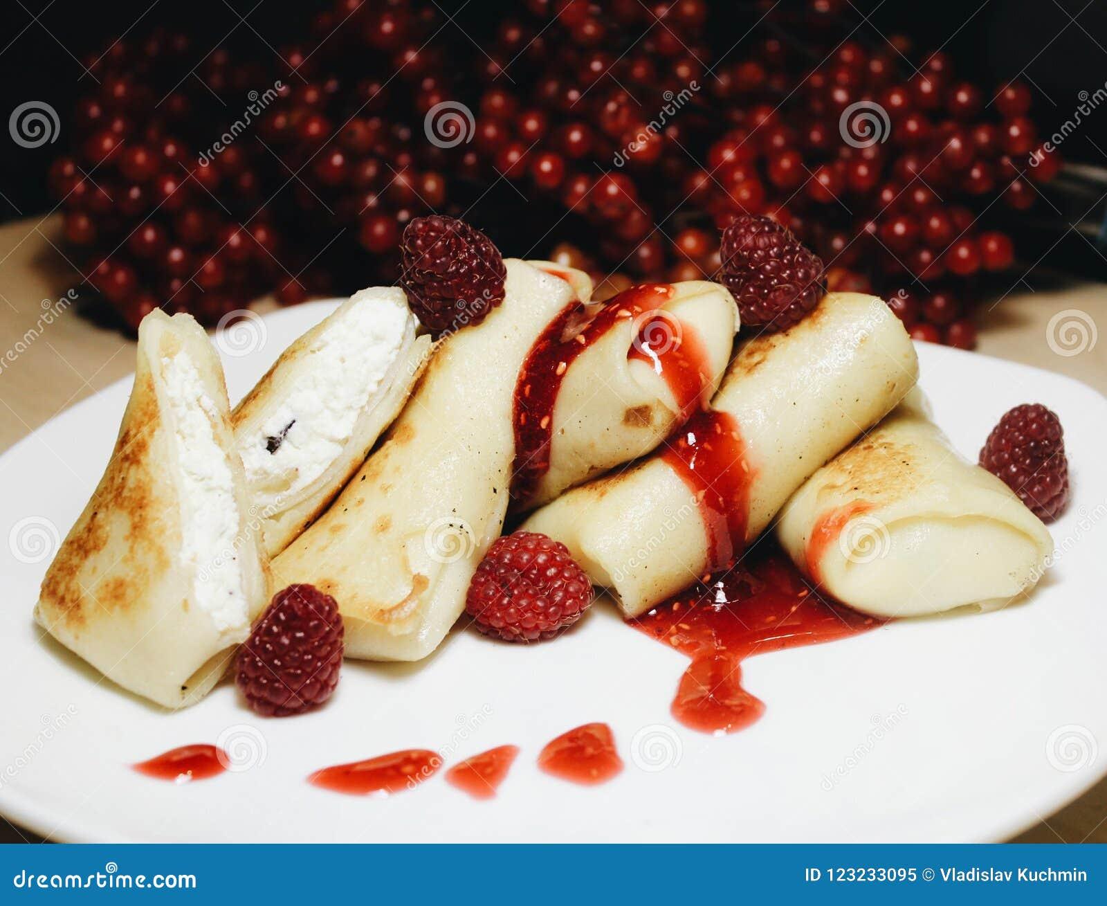 Τηγανίτες με τη μαρμελάδα στάρπης και σμέουρων