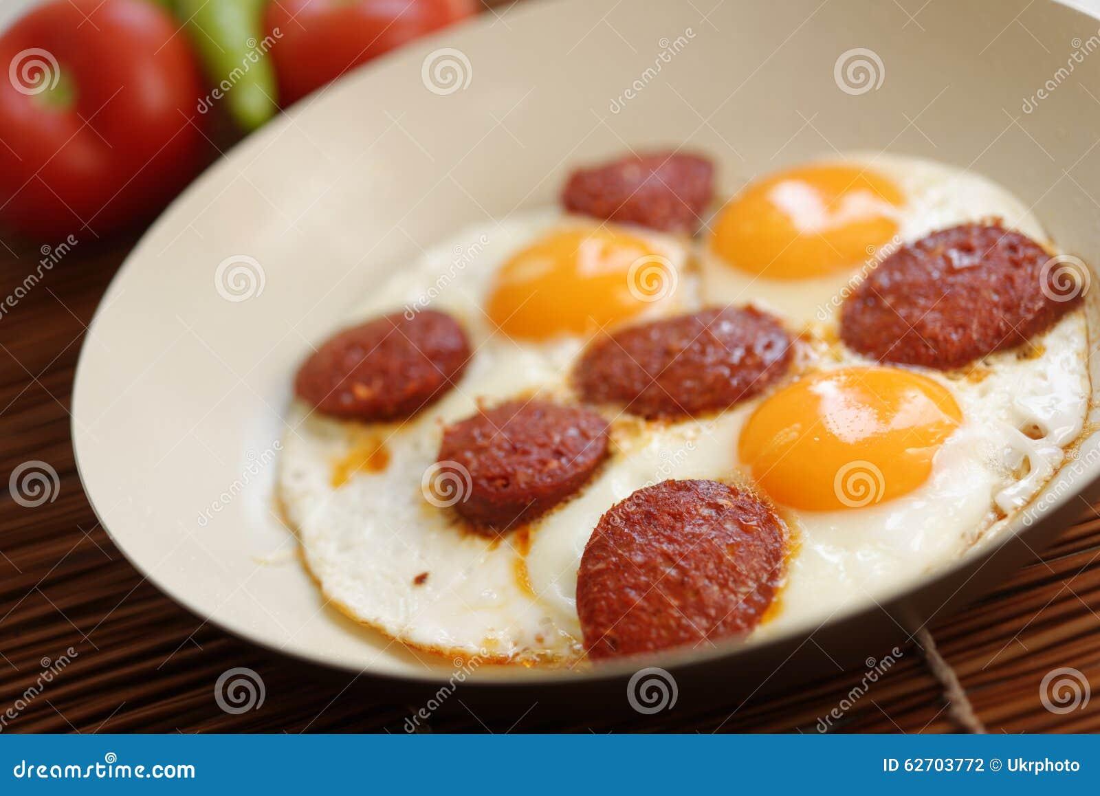 Τηγανισμένα αυγά με το sucuk