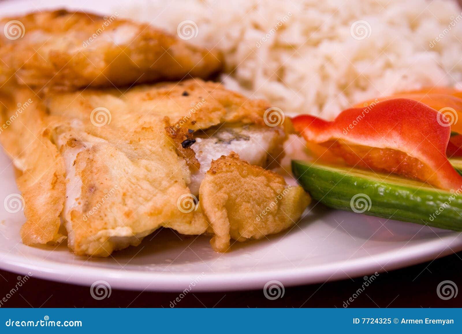 τηγανισμένο ψάρια ρύζι