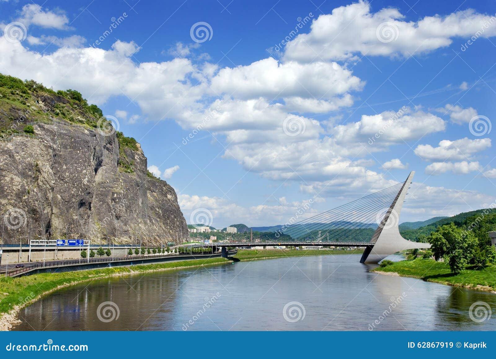 Τισσα Παρθένου Μαρίας γέφυρα πέρα από τον ποταμό Elbe, NAD Labem, Τσεχία Usti