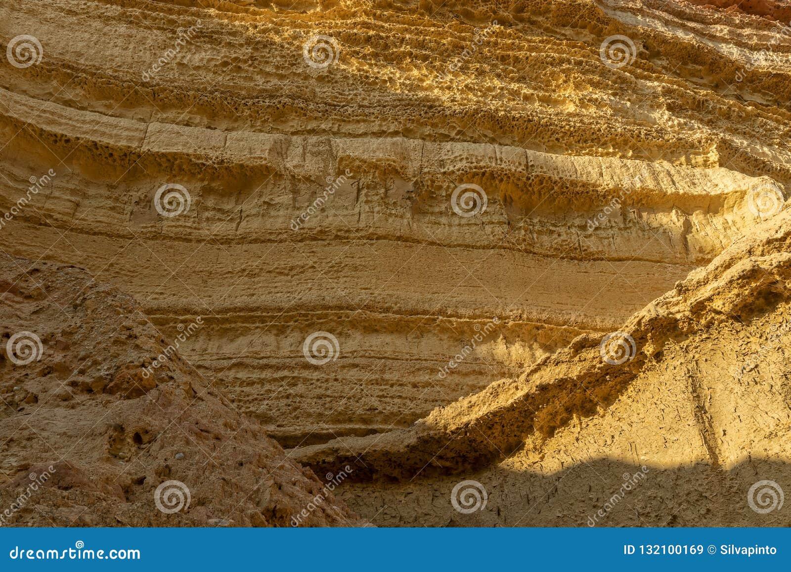 Τοίχος των φαραγγιών στην έρημο Namibe Με τον ήλιο Αφρική _