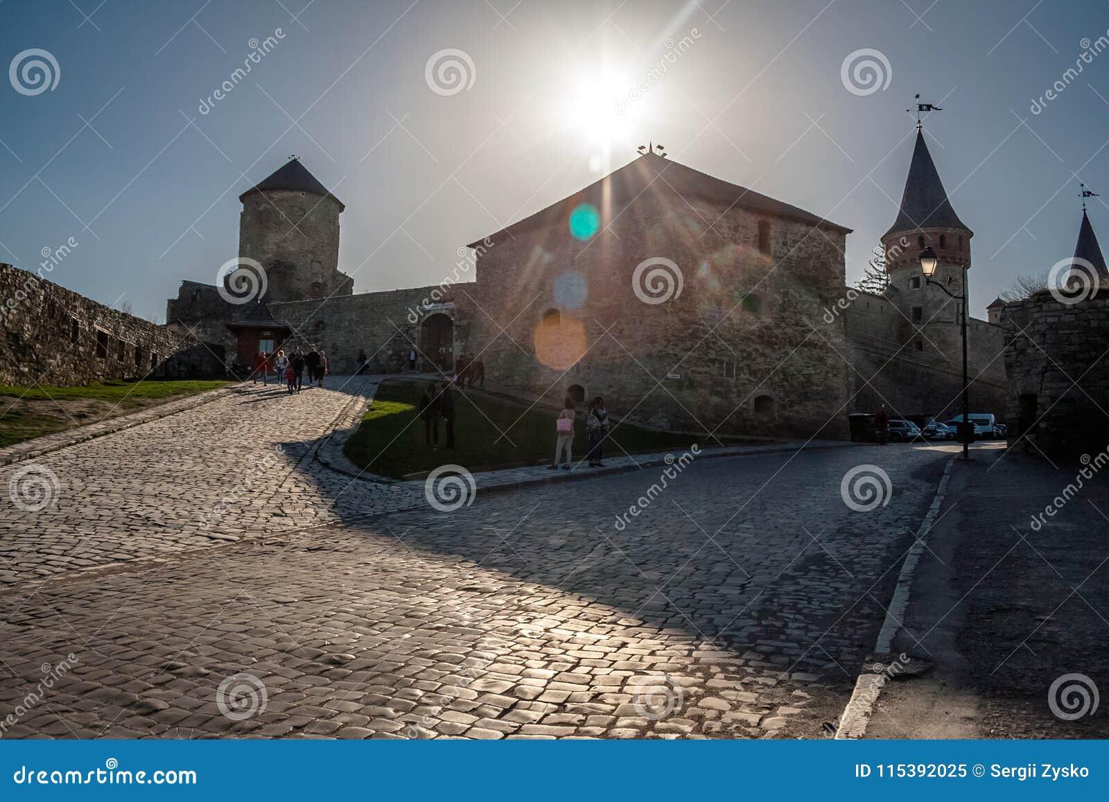 Τον Απρίλιο του 2018 Podolski -9 Kamieniec φρούριο - ένα από το περισσότερο FA