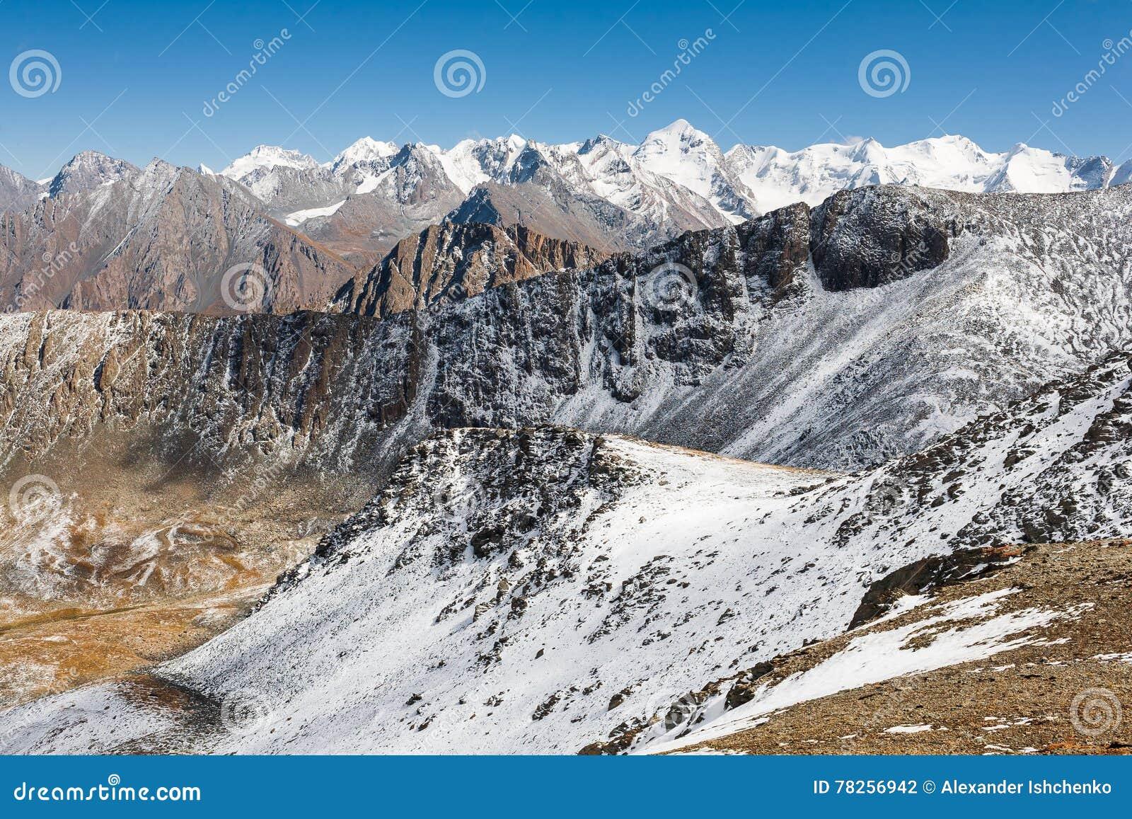 Τοπίο βουνών της Τιέν Σαν