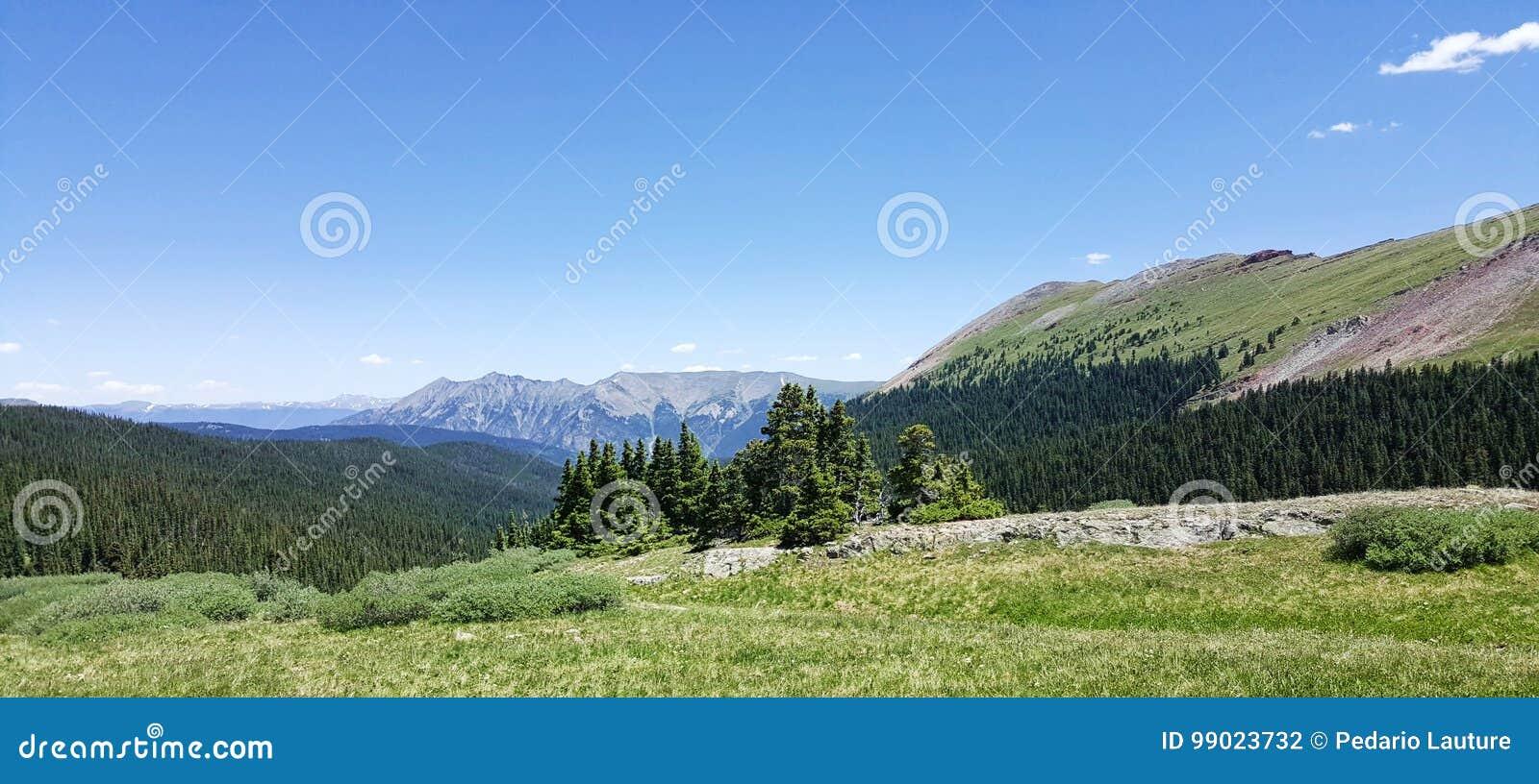 Τοπίο βουνών του Κολοράντο