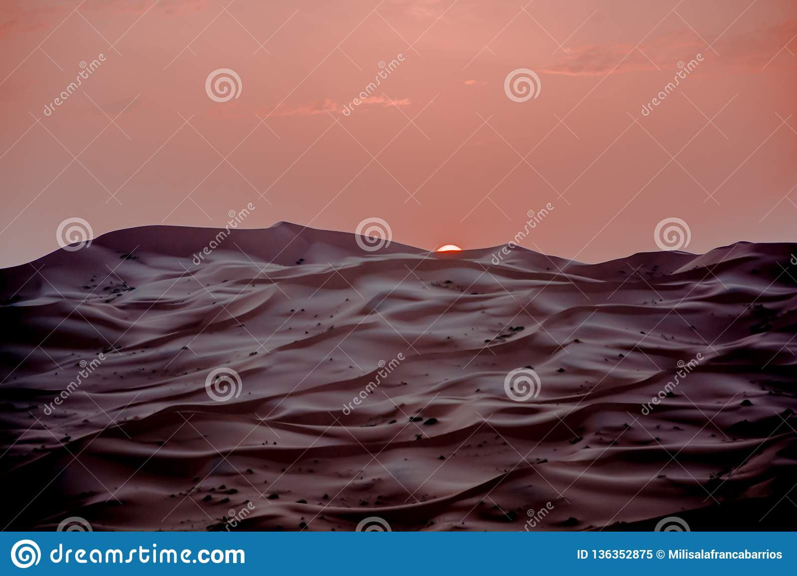 Τοπίο ερήμων του Μαρόκου κατάλληλο για τα υπόβαθρα και τη διαφήμιση