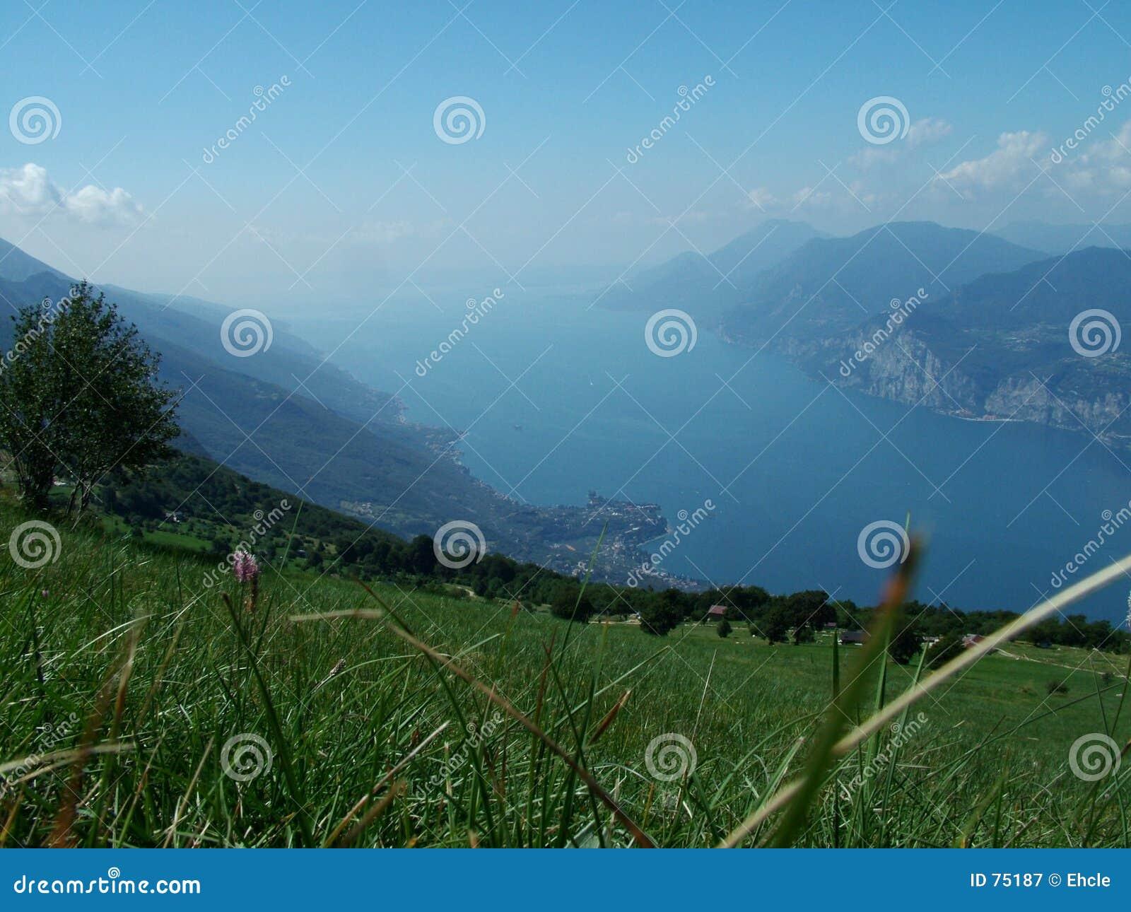 τοπίο λιμνών garda