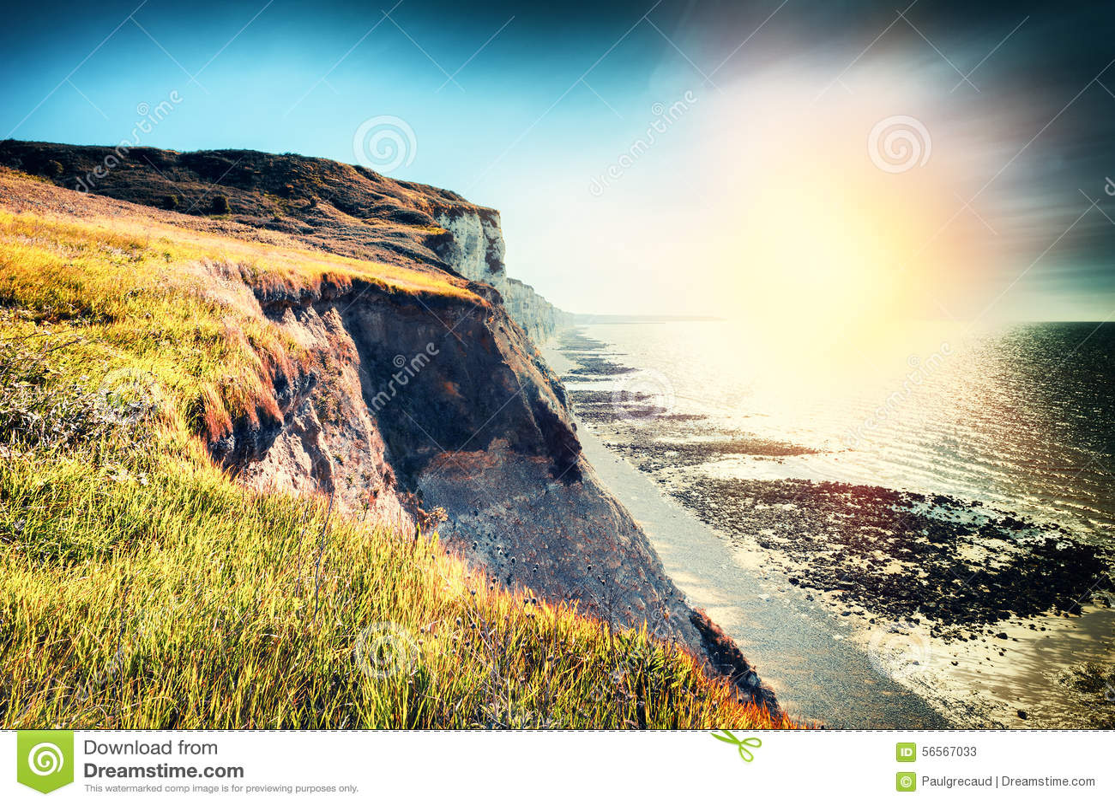 Download Τοπίο με τη δύσκολη ακτή της Βόρεια Θάλασσας Γαλλία Νορμανδία Στοκ Εικόνα - εικόνα από παράκτιος, βακκινίων: 56567033