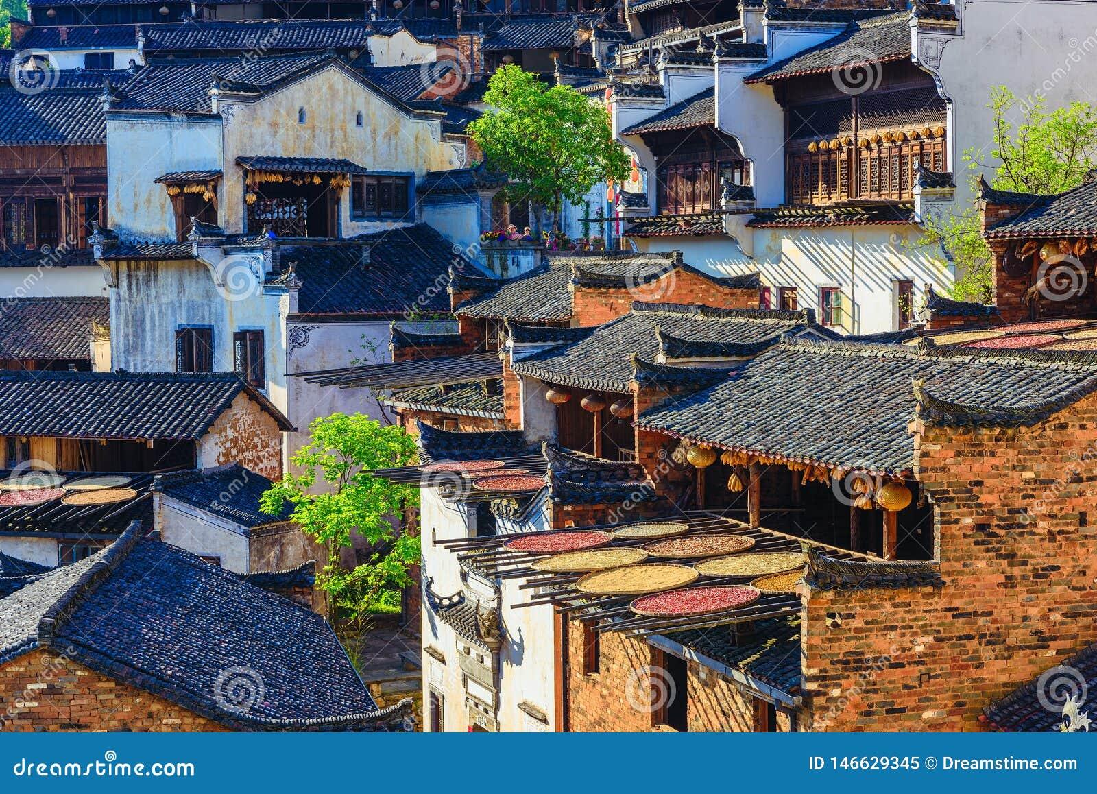 Τοπίο του φθινοπώρου στη huangling επαρχία Jiangxi