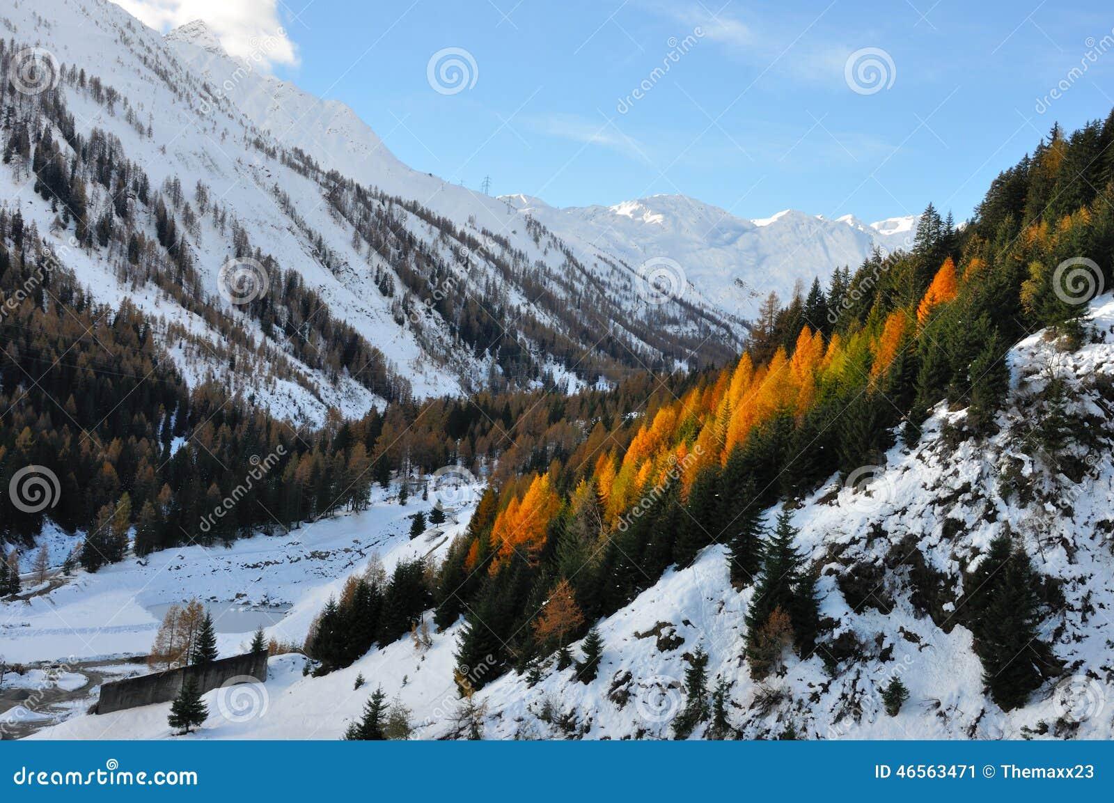 Τοπίο φθινοπώρου Άλπεων
