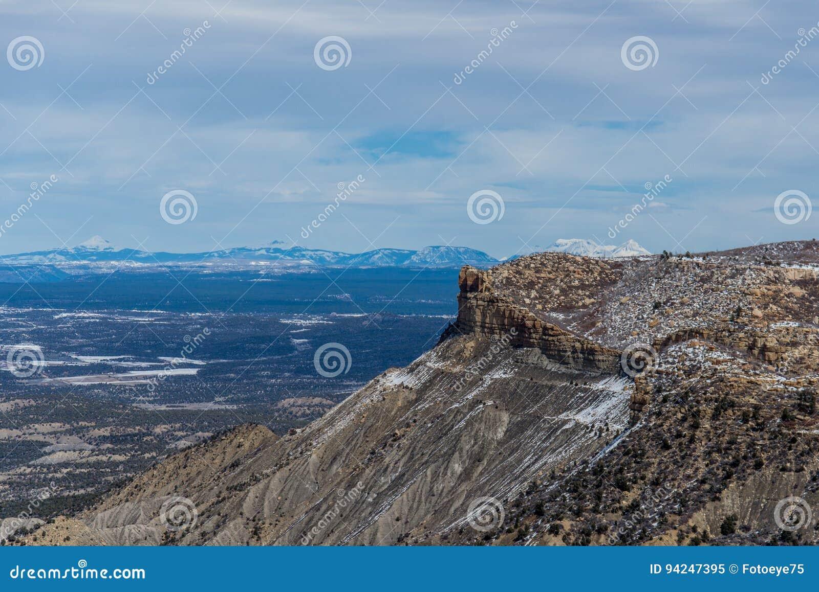 Τοπίο χειμερινού χιονιού βουνών ερήμων πάρκων Mesa verde εθνικό