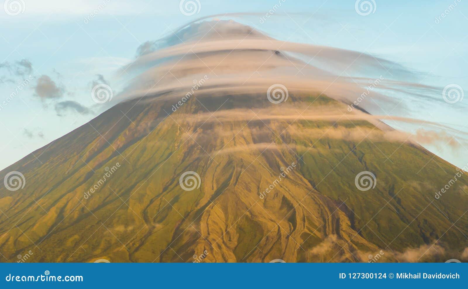 Τοποθετήστε το ηφαίστειο Mayon στην επαρχία Bicol, Φιλιππίνες Καλύπτει timelapse
