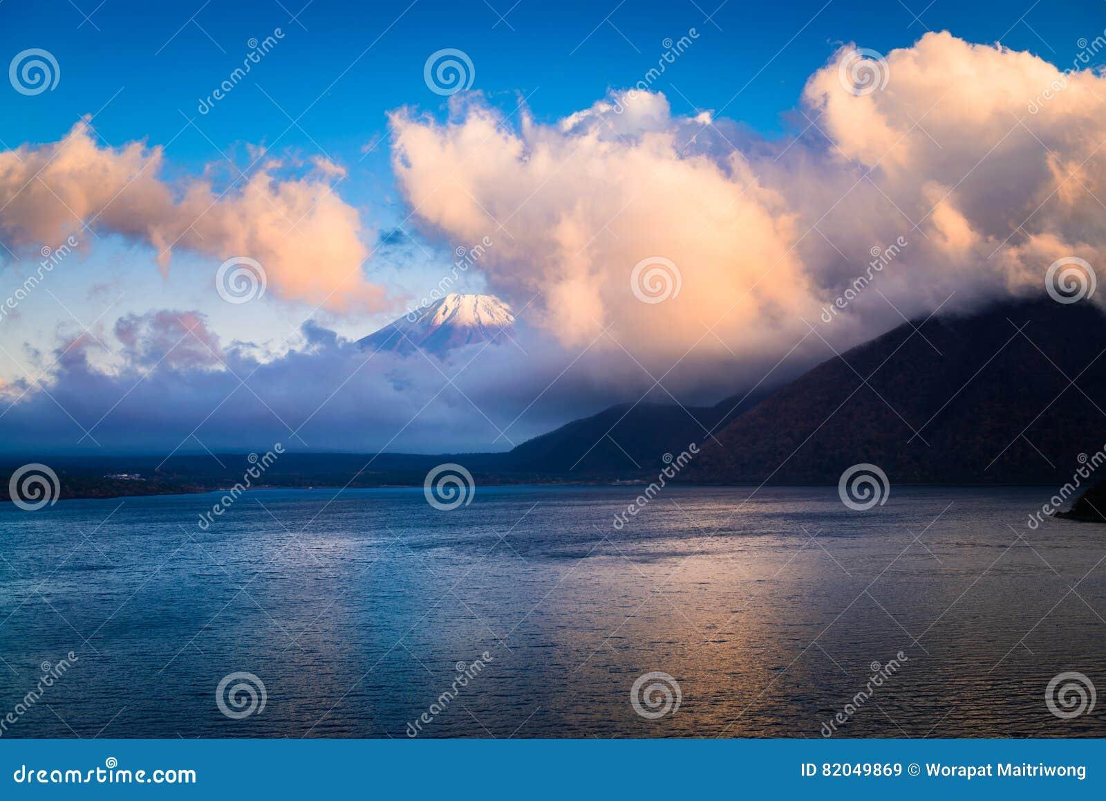Τοποθετήστε το Φούτζι και τη λίμνη Motosu