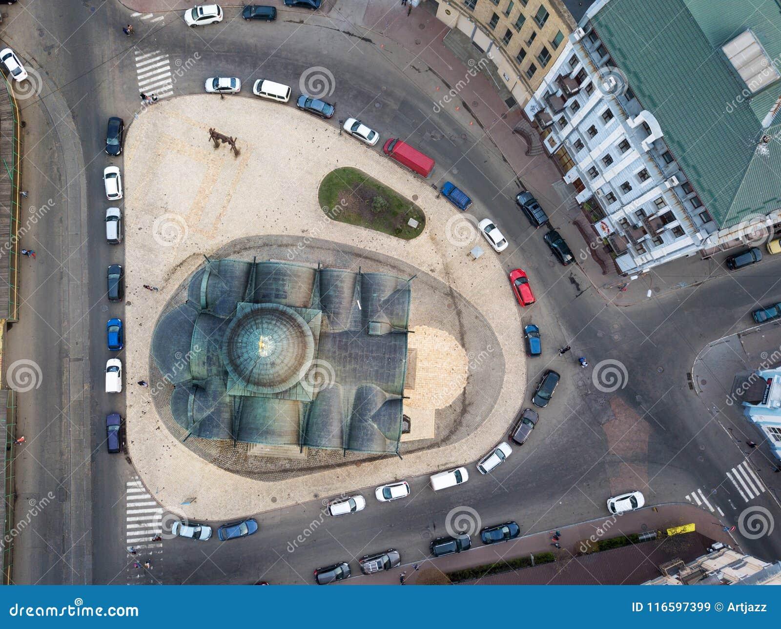 Τοπ άποψη στην εκκλησία της υπόθεσης της Virgin Pirogoshchi, περιοχή Podol στην πόλη του Κίεβου,