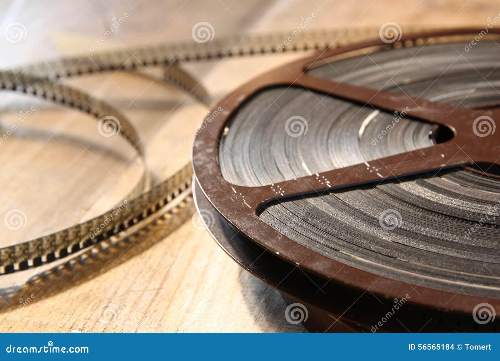 Download Τοπ εικόνα άποψης του παλαιού εξελίκτρου κινηματογράφων 8 χιλ. πέρα από το ξύλινο υπόβαθρο Στοκ Εικόνες - εικόνα από ψυχαγωγία, σπίτι: 56565184