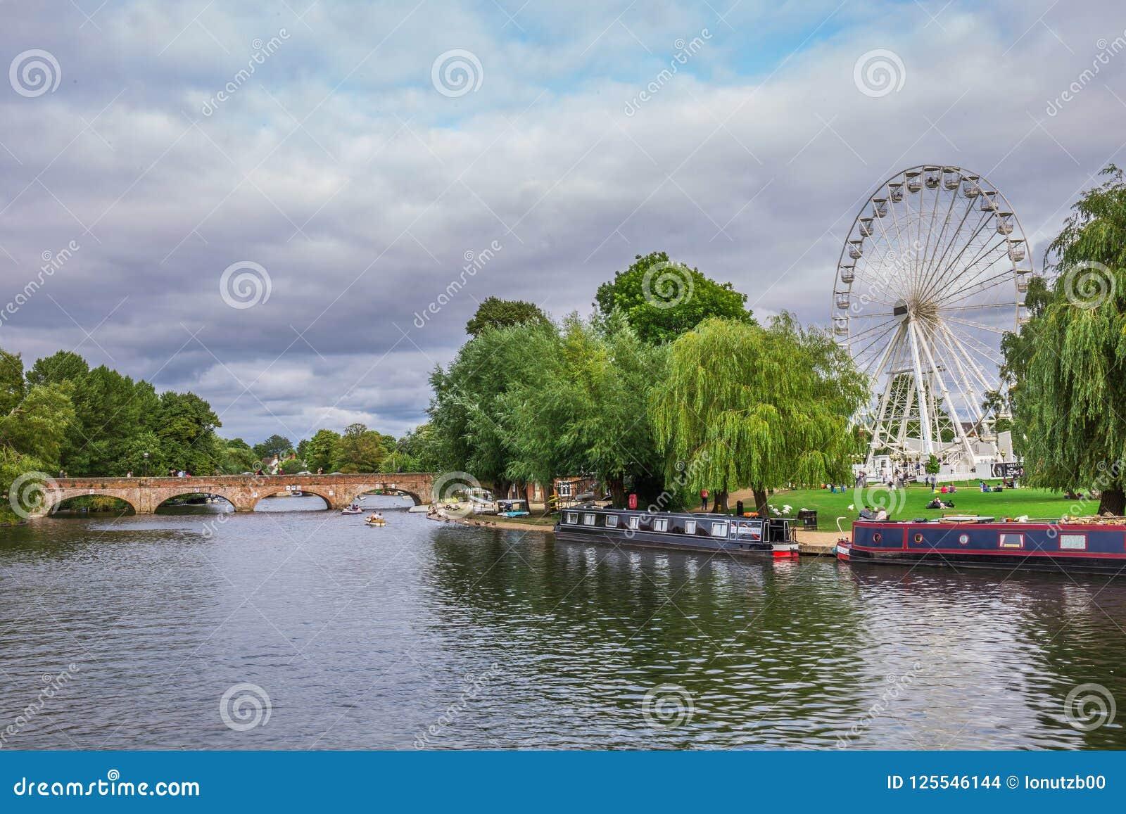 Τουρίστες στη βάρκα, Stratford επάνω σε Avon, πόλη του William Shakespeare ` s, Δυτικές Μεσαγγλίες, Αγγλία
