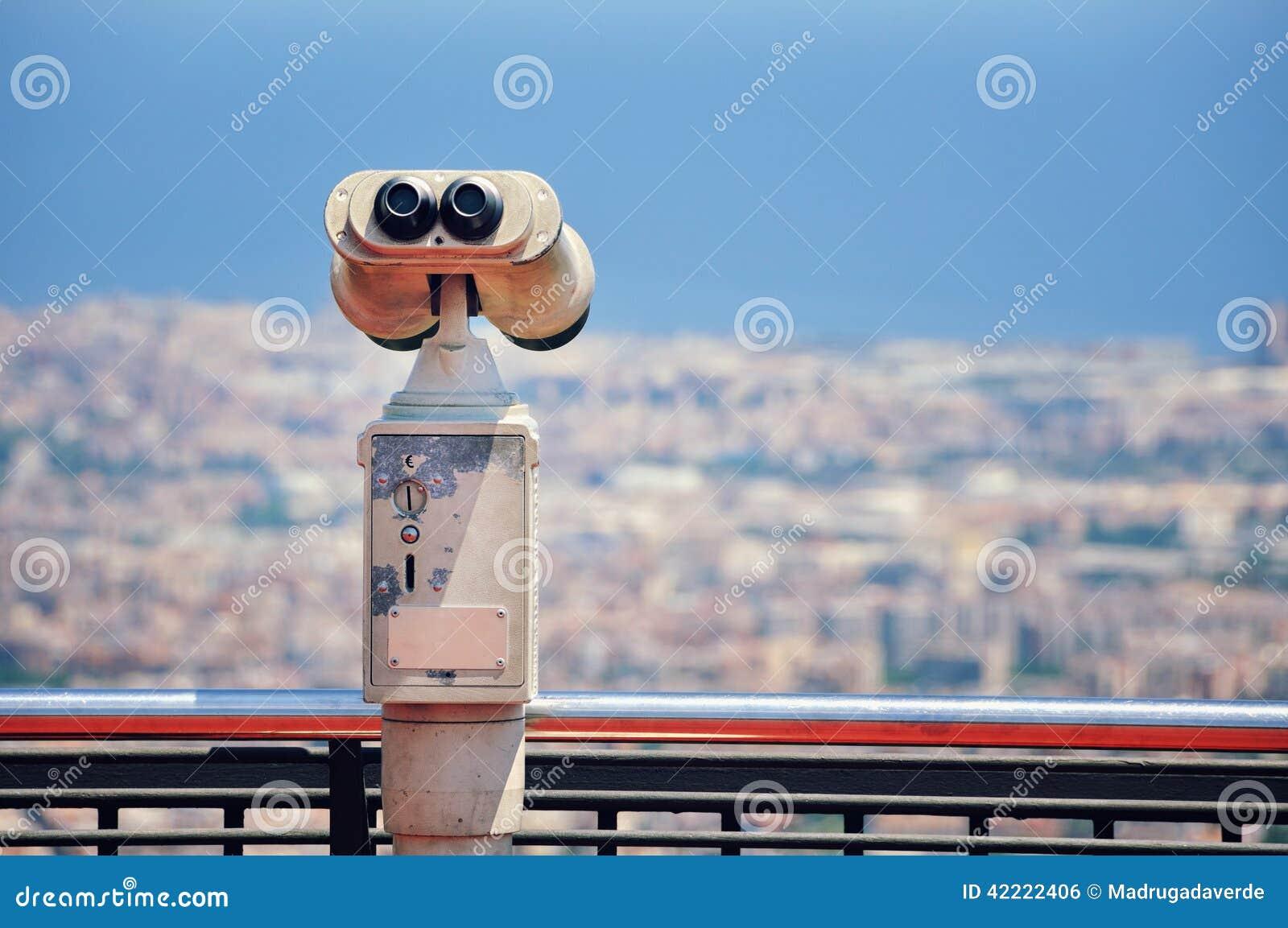 Τουριστικό τηλεσκόπιο με την άποψη της Βαρκελώνης
