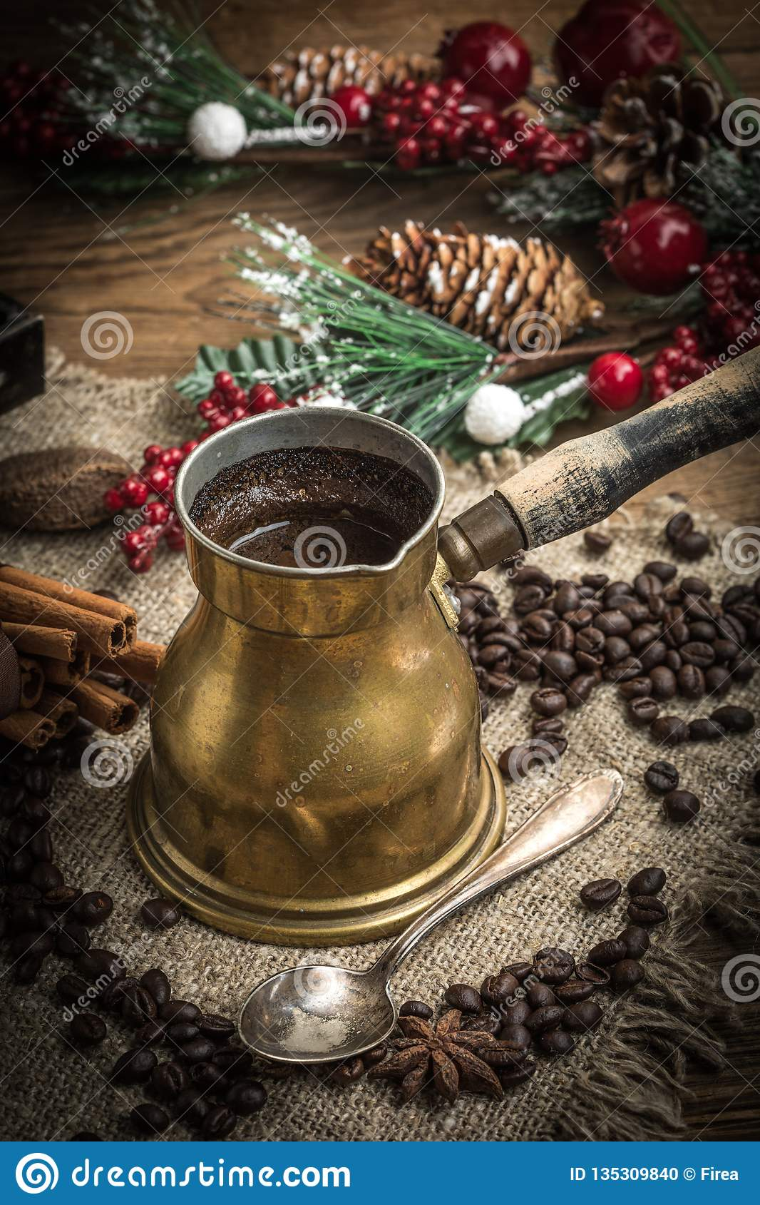 Τουρκικός καφές στο δοχείο χαλκού coffe