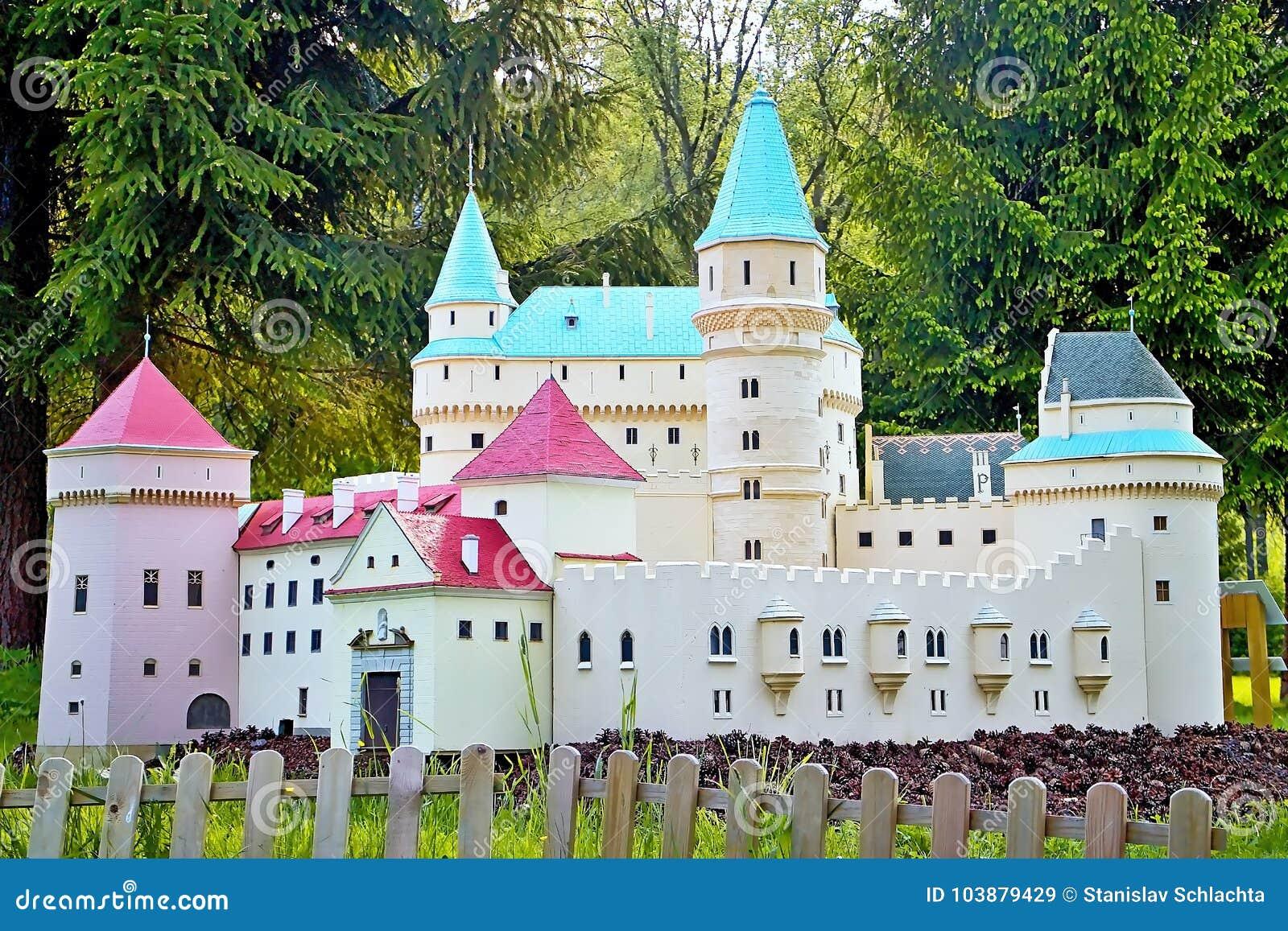 Του Ιαν. Liptovsky Σλοβακία, - 28 Μαΐου 2017: Μικρογραφία του πύργου Bojnice σε αναλογία 1: 25 όμορφη Σλοβακία