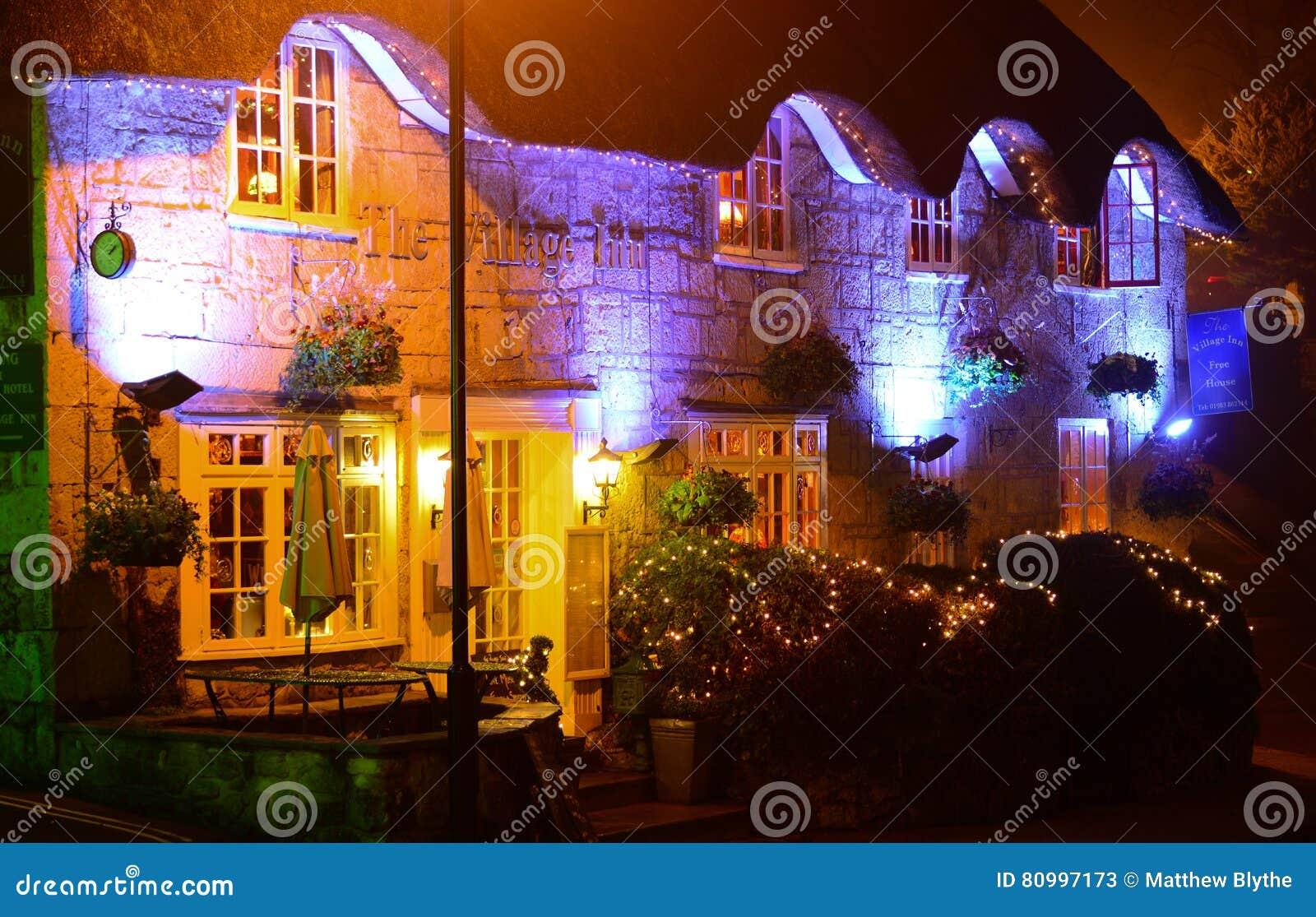 Του χωριού πανδοχείο τη νύχτα