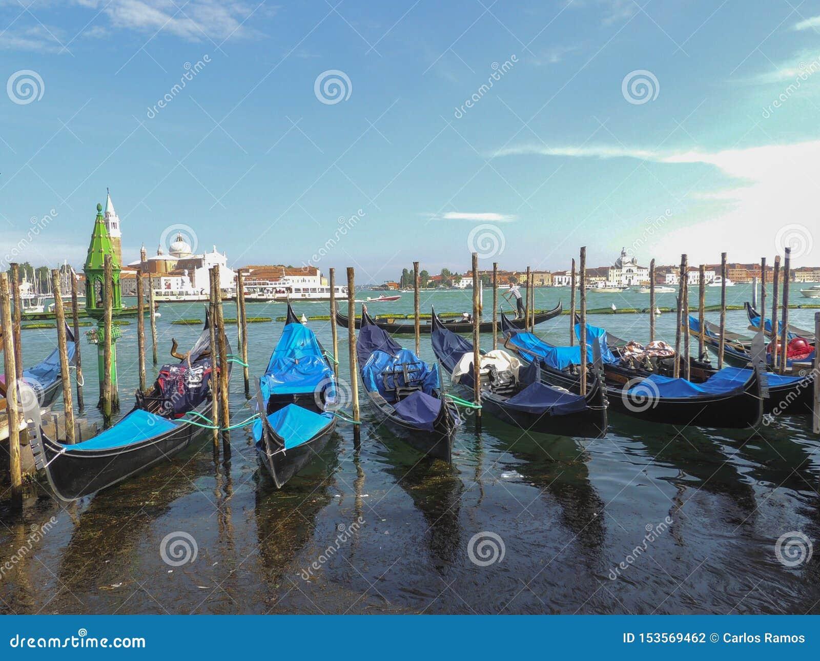 Του ST του σημαδιού τετραγωνικό καλοκαίρι Ιταλία της Βενετίας καναλιών άποψης μεγάλο