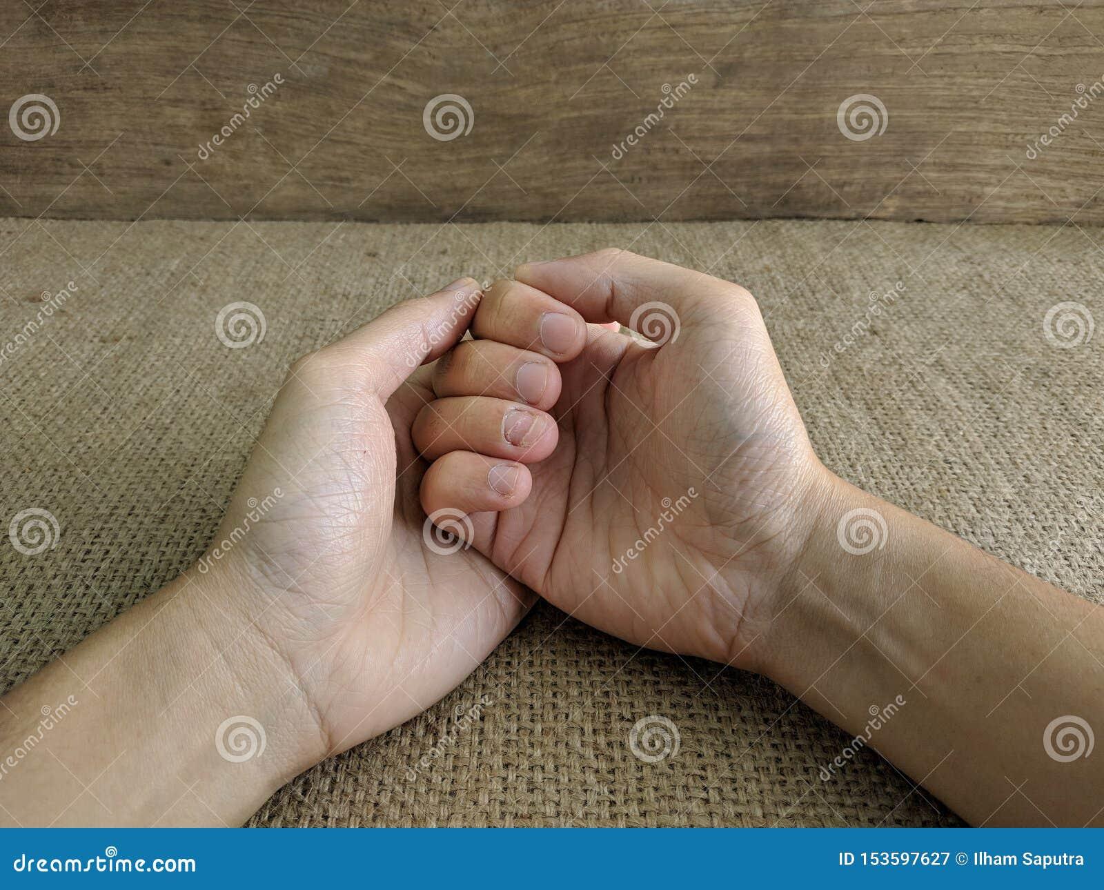Το άτομο πλήγωσε το χέρι του