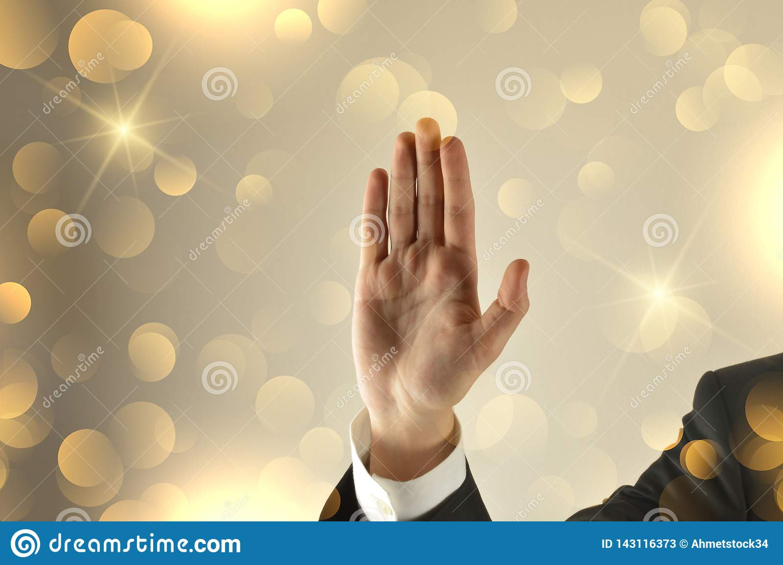Το ανοικτό χέρι επιχειρηματιών με ακτινοβολεί υπόβαθρο